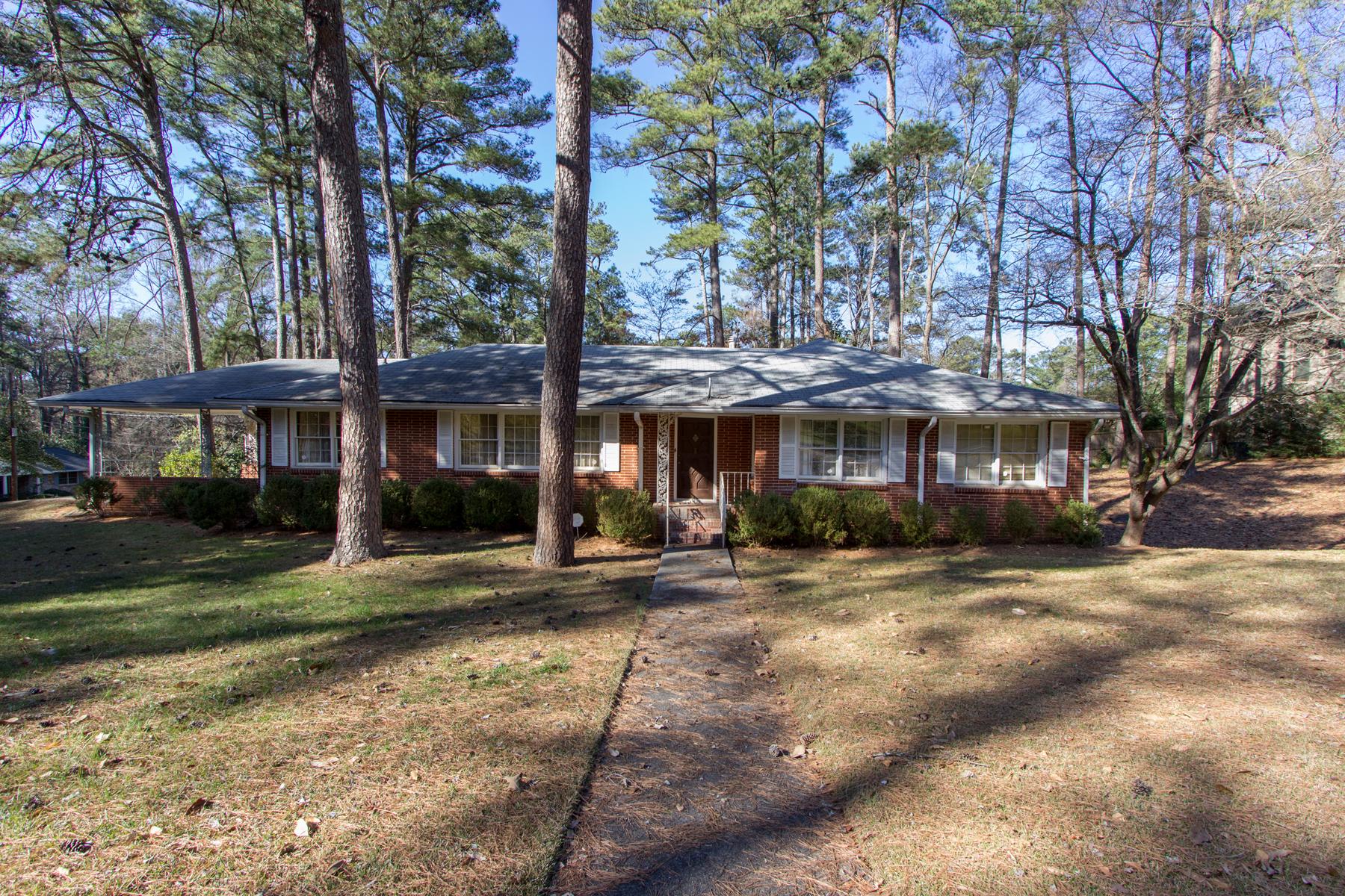 独户住宅 为 销售 在 All Brick Home In Amazing Location 1412 Dalewood Drive NE 亚特兰大, 乔治亚州, 30329 美国