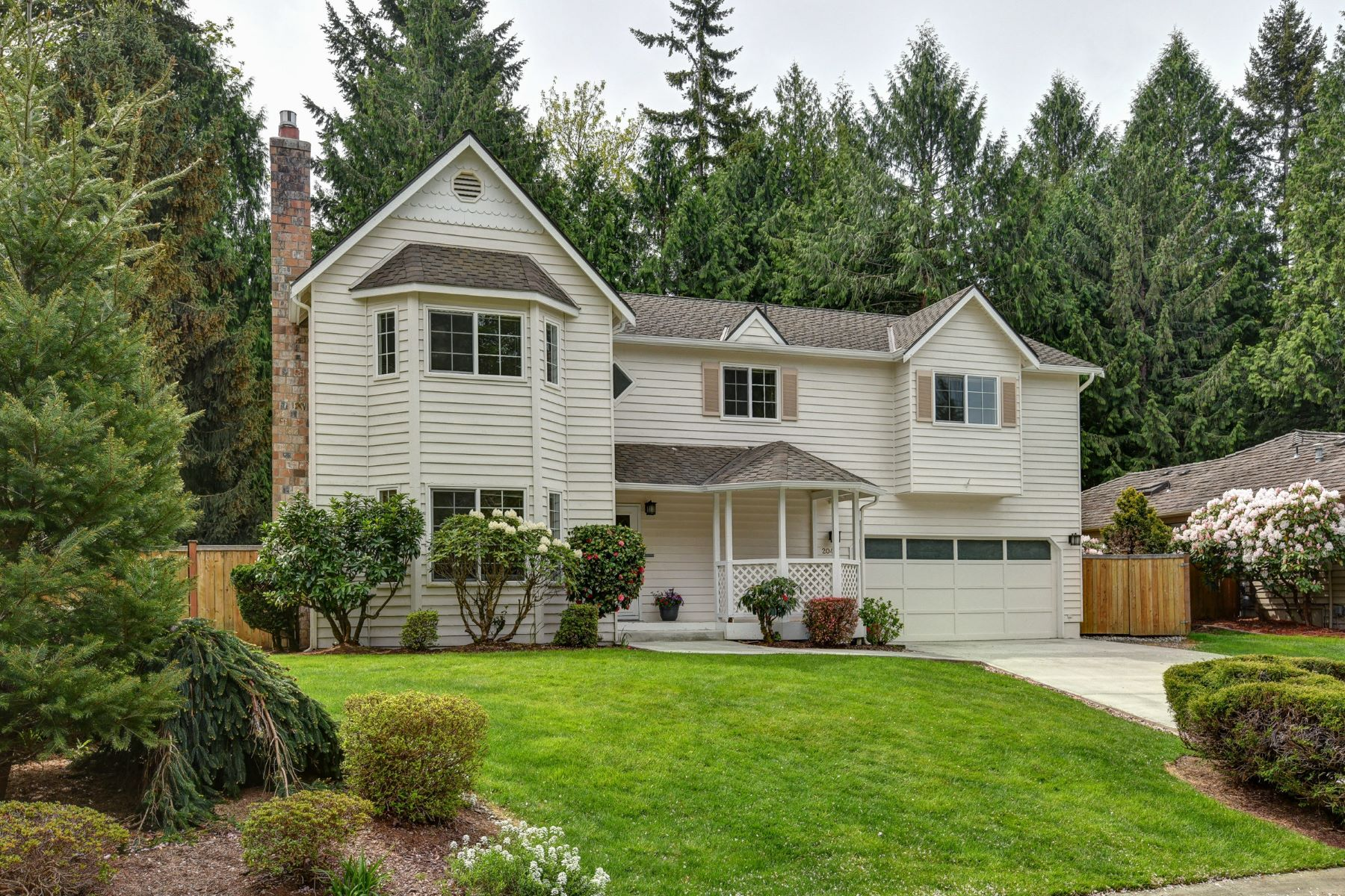 Single Family Homes 為 出售 在 Tranquil Timberline Colonial 20417 NE 42nd Street, Sammamish, 華盛頓州 98074 美國