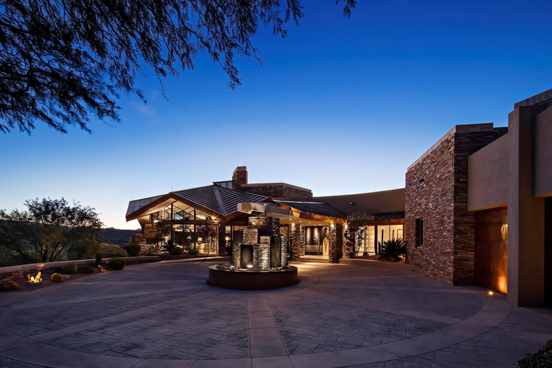 واحد منزل الأسرة للـ Sale في Timeless contemporary estate in Desert Mountain 9625 E Aw Tillinghast Rd Scottsdale, Arizona 85262 United States