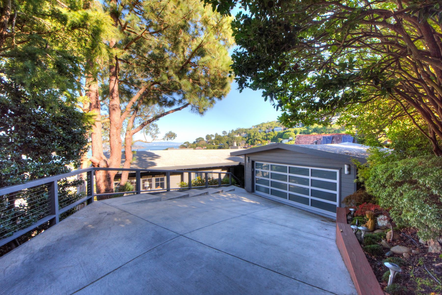 واحد منزل الأسرة للـ Sale في Contemporary with Stunning Bay Views! 51 George Lane Sausalito, California 94965 United States