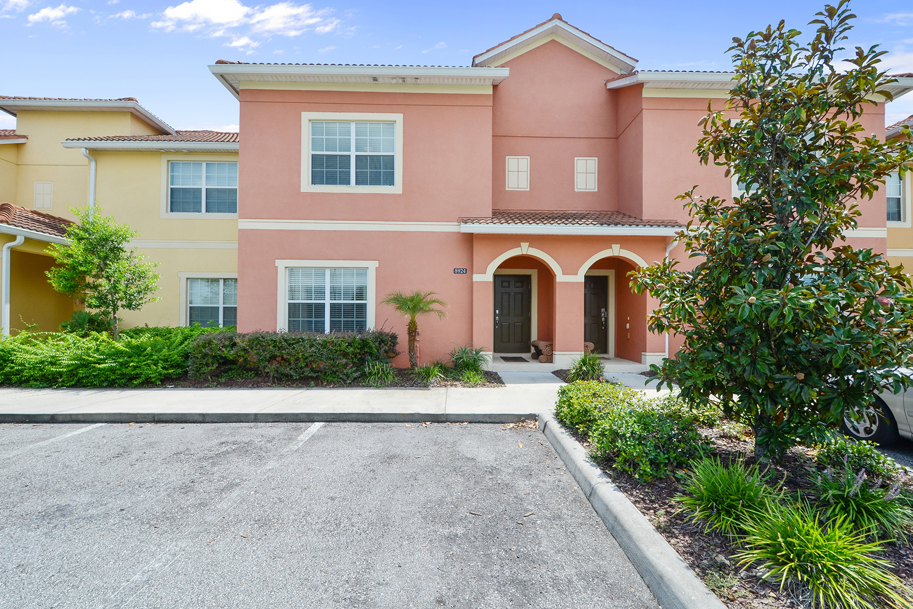 Herenhuis voor Verkoop op ORLANDO - KISSIMMEE 8924 Majesty Palm Rd Kissimmee, Florida 34747 Verenigde Staten