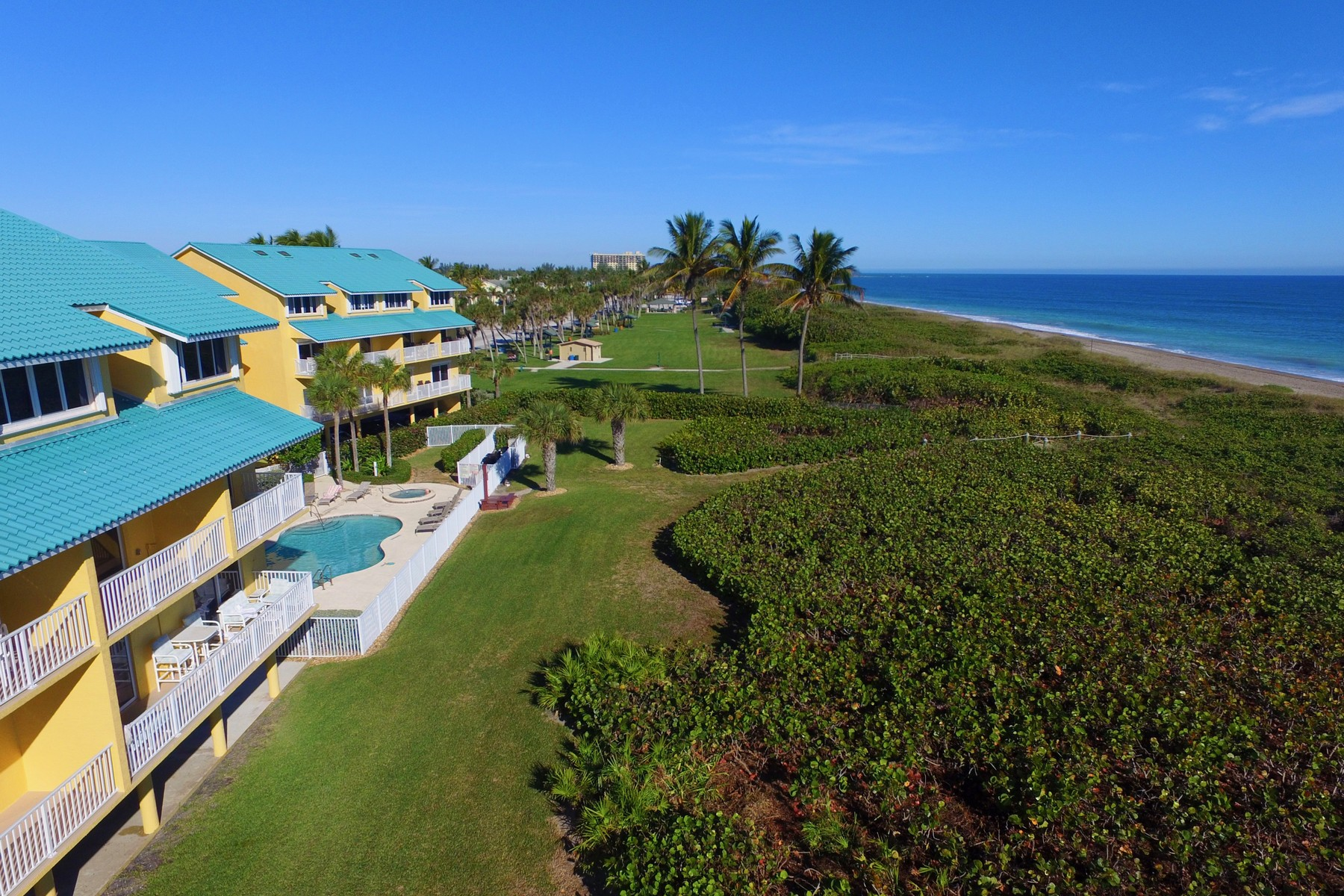 Additional photo for property listing at Location, Location! Cozy Two Bedroom Turn-Key Condo on Hutchinson Island 1550 S Ocean Drive #D24 Hutchinson Island, Florida 34949 United States