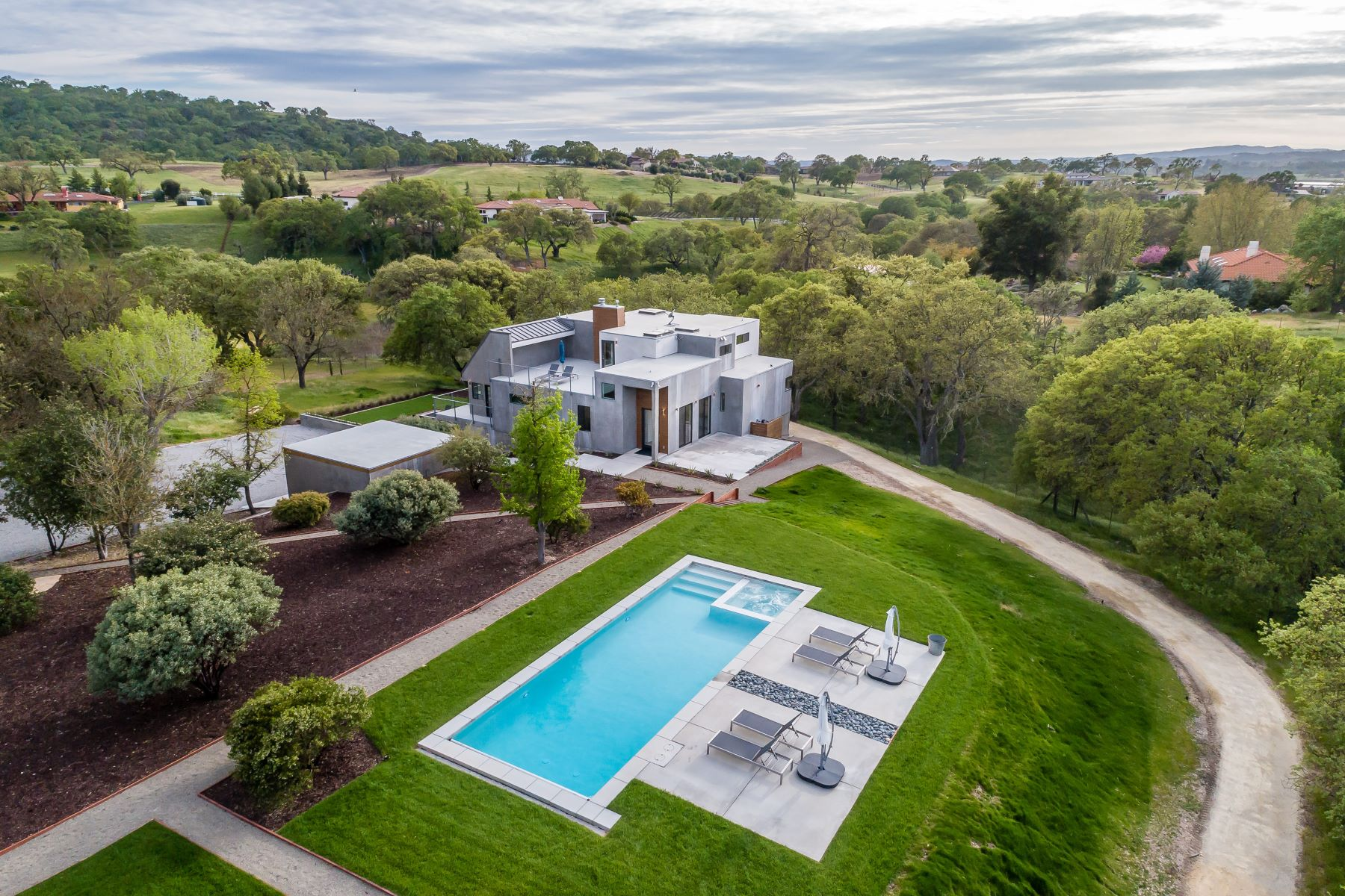Single Family Homes for Sale at Ultimate Gatherings & Extravagant Entertaining 1475 Barley Grain Road Paso Robles, California 93446 United States