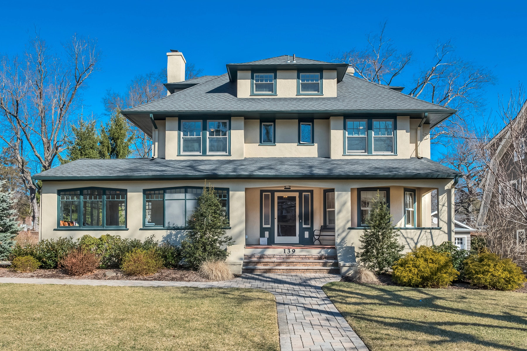 واحد منزل الأسرة للـ Sale في Craftsman Colonial in Montclair 139 Cooper Avenue, Montclair, New Jersey, 07043 United States