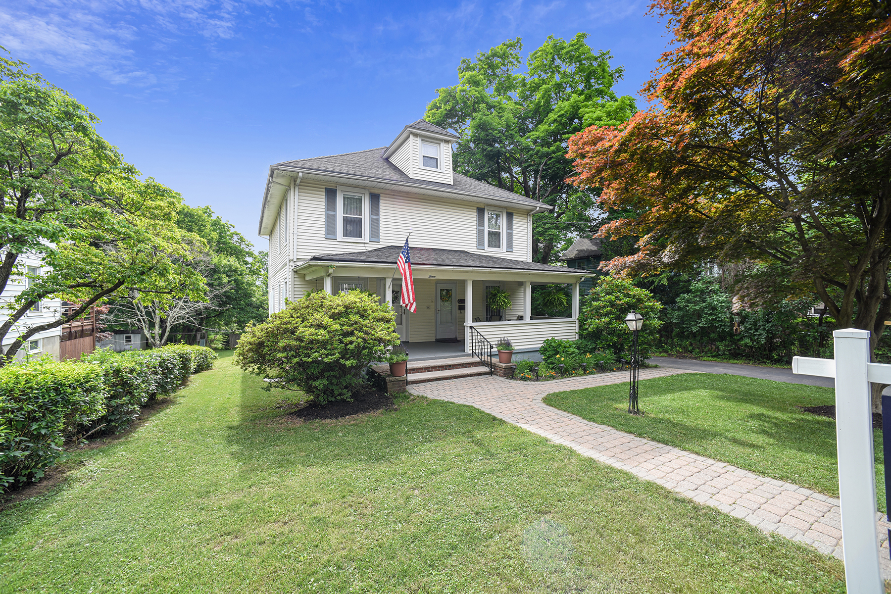 Single Family Homes for Active at Charming Colonial Home 3 Hampton Road Mendham, New Jersey 07945 United States