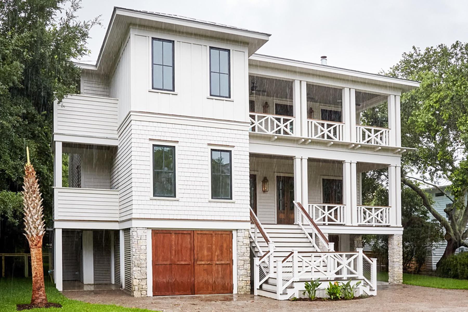 Частный односемейный дом для того Продажа на Entertainer's Dream Home on Sullivans Island 1311 Cove Avenue Sullivans Island, Южная Каролина, 29482 Соединенные Штаты