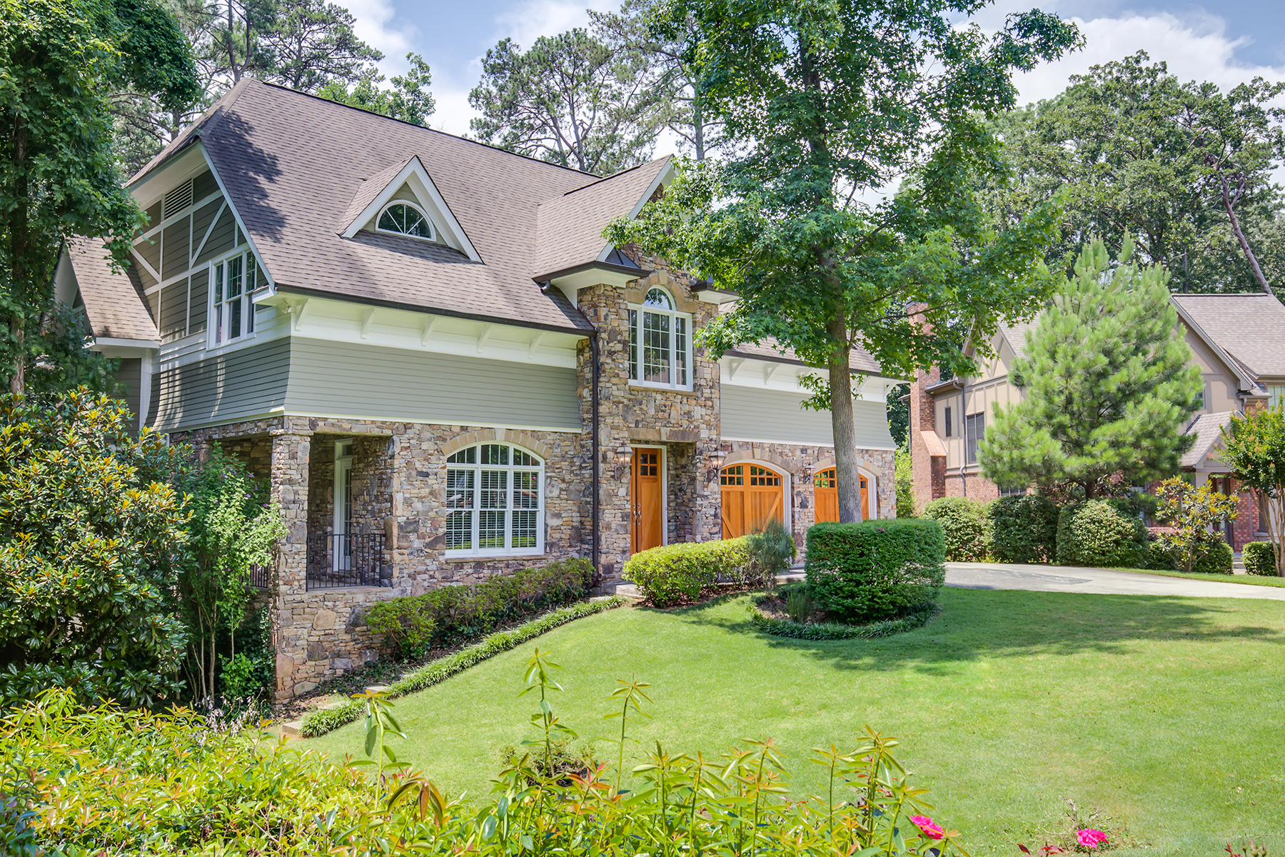 一戸建て のために 売買 アット Immense Screened Porch Overlooks Park-Like Private Yard on A Quiet Cul-de-Sac 500 S Westminster Way NE Atlanta, ジョージア 30307 アメリカ合衆国