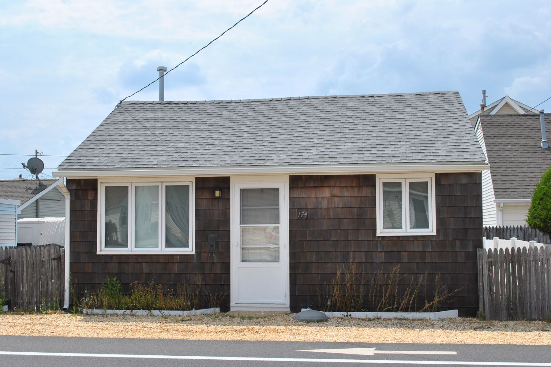 Single Family Home for Sale at South Seaside Park Shore Cottage 174 SE Central Avenue Seaside Heights, New Jersey 08752 United States