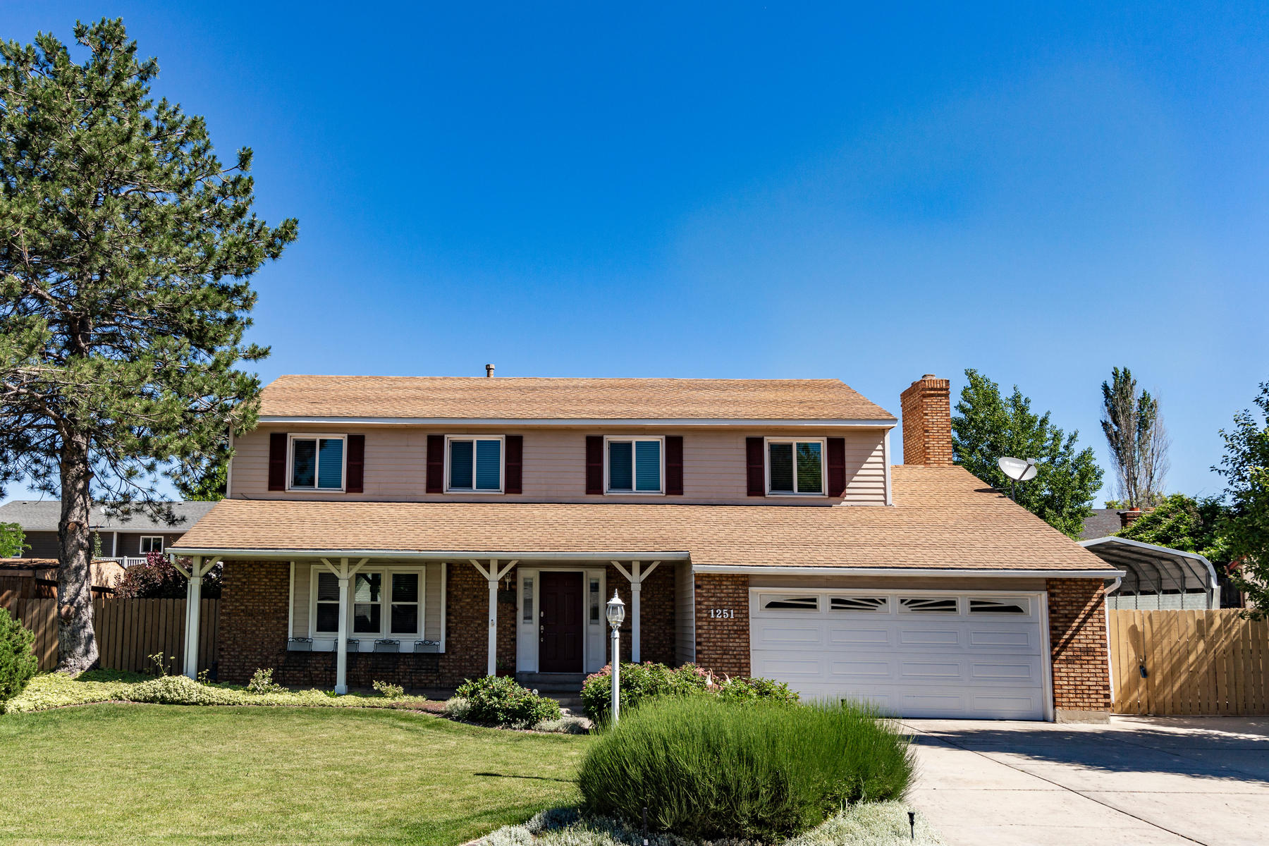 Single Family Homes for Active at Immaculate Sandy Home 1251 E Sage Ridge Rd Sandy, Utah 84094 United States