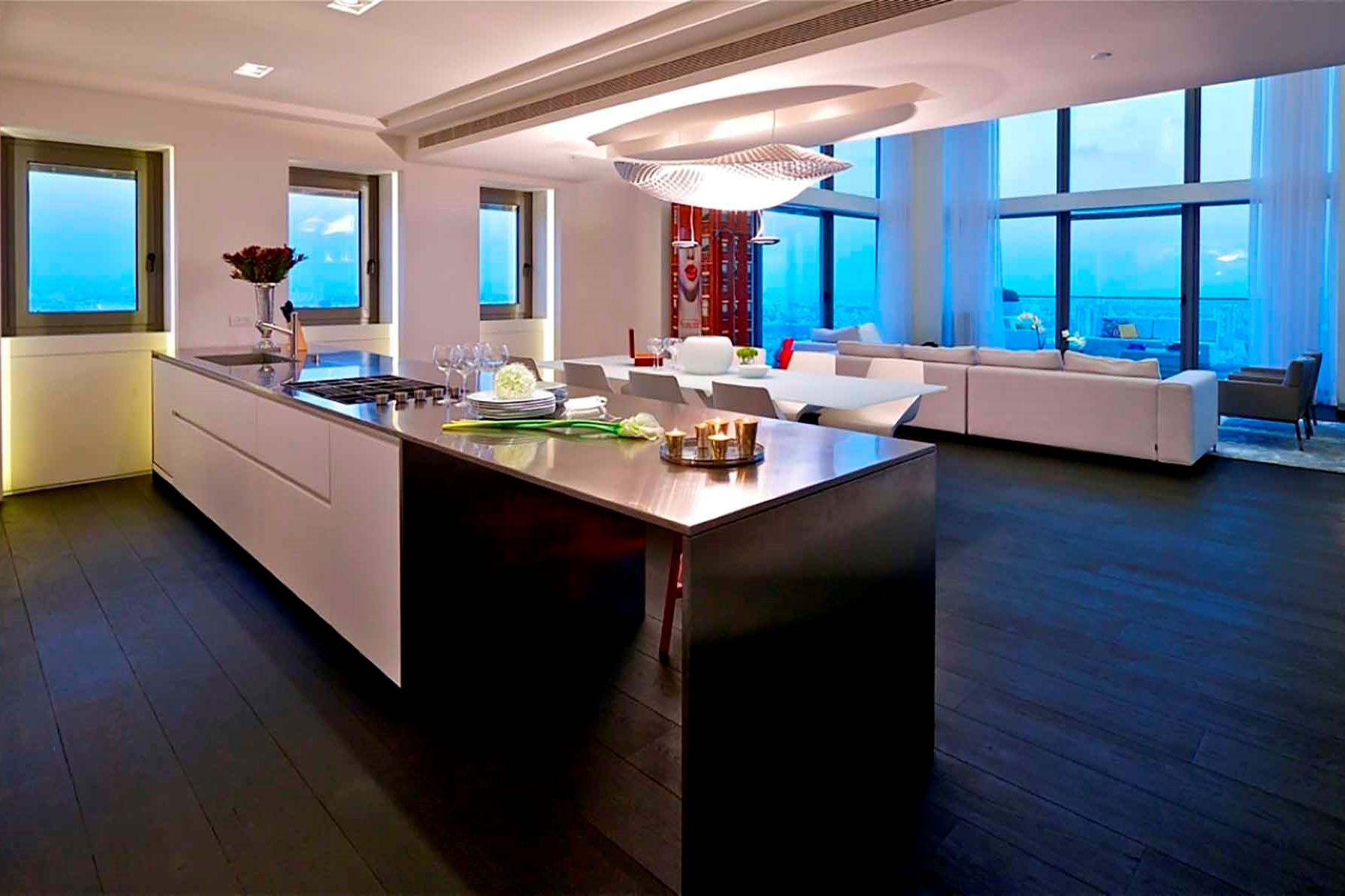 Additional photo for property listing at W Tower Penthouse  Tel Aviv, Israel 00000 Israel