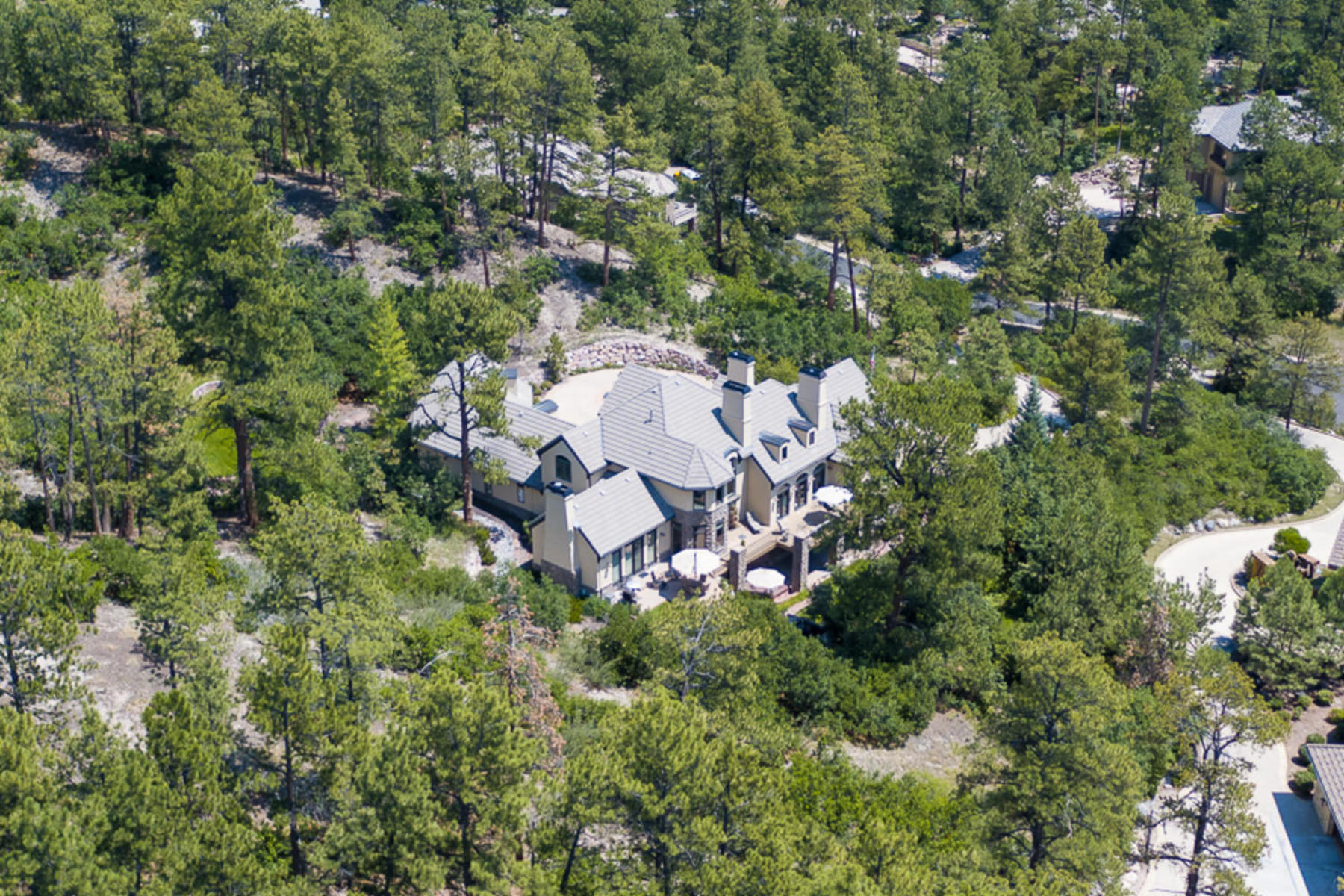 Property のために 売買 アット Sophisticated design & timeless elegance in this mountain hideaway. 228 Hidden Valley Lane, Castle Rock, コロラド 80108 アメリカ