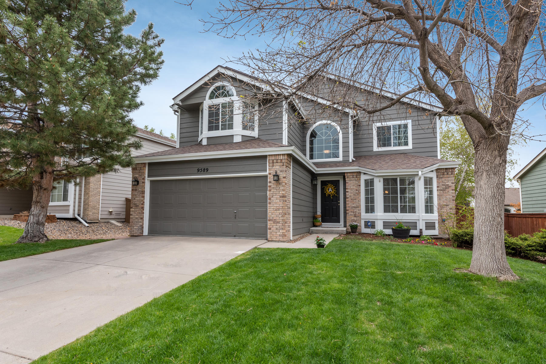 Single Family Homes for Sale at Charming home filled with tasteful finishes throughout 9589 Painted Canyon Circle Highlands Ranch, Colorado 80129 United States