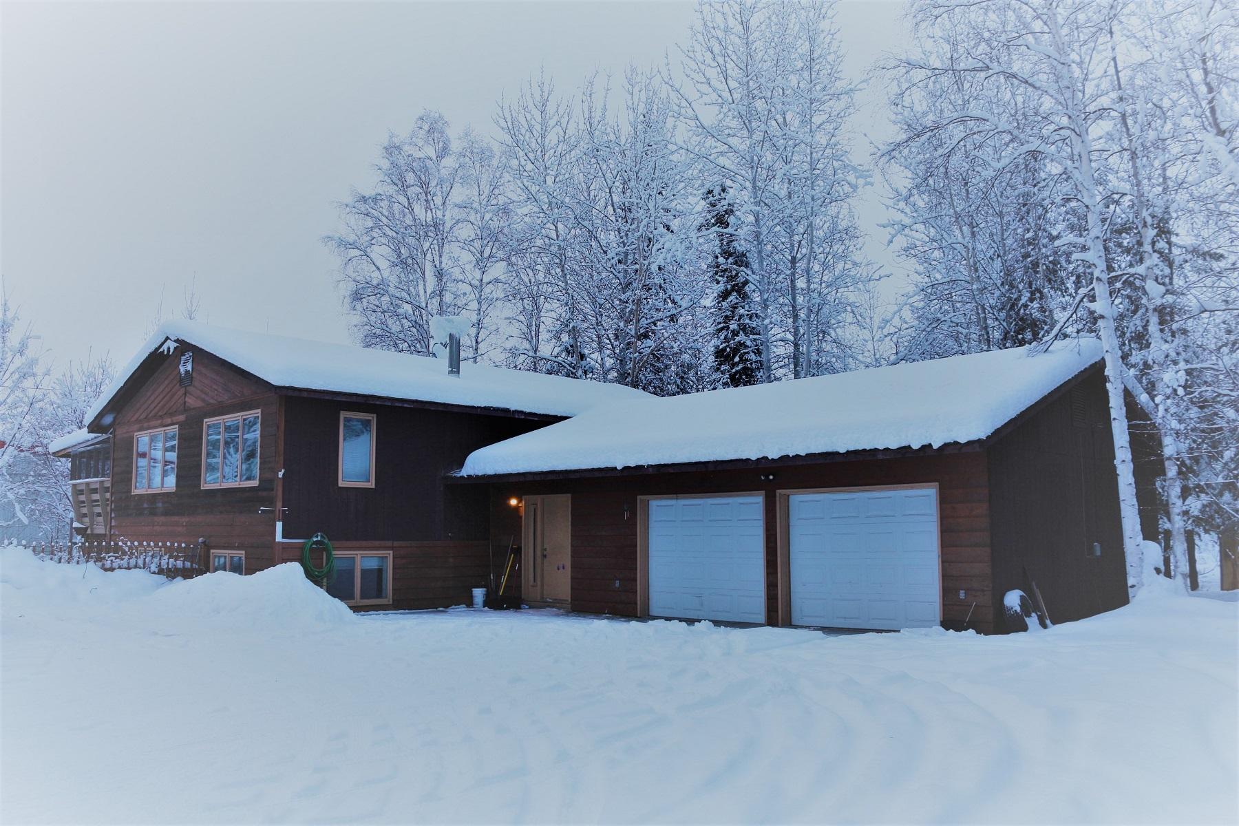 Duplex Homes 为 销售 在 North Pole, 阿拉斯加州 99705 美国