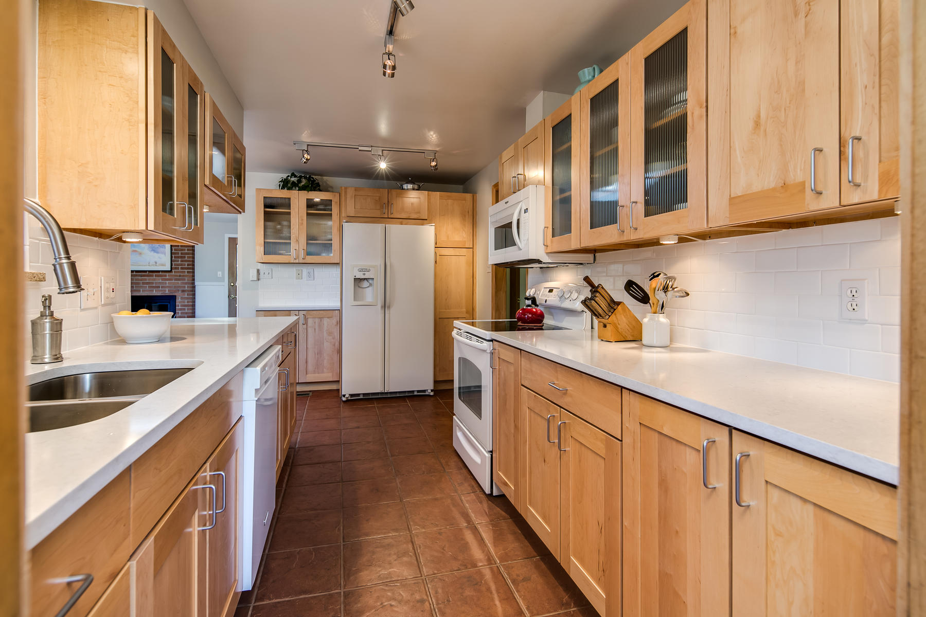 Additional photo for property listing at Beautiful Mid Century Ranch In Applewood Knolls On A Quiet Street 11320 W 25th Pl Lakewood, Colorado 80215 United States