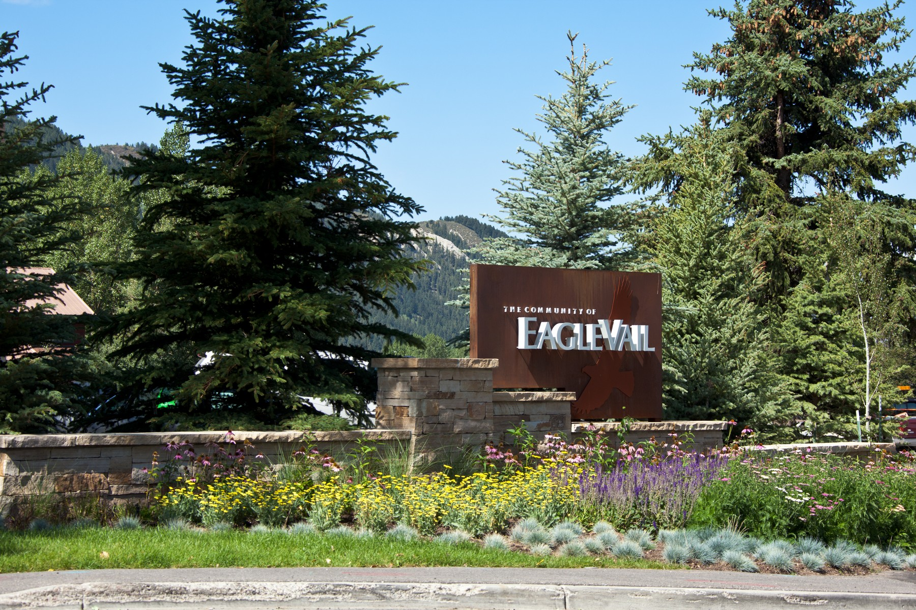Additional photo for property listing at Mountain Contemporary New Construction Residence 1059 Eagle Drive #W Eagle Vail, Colorado 81620 United States
