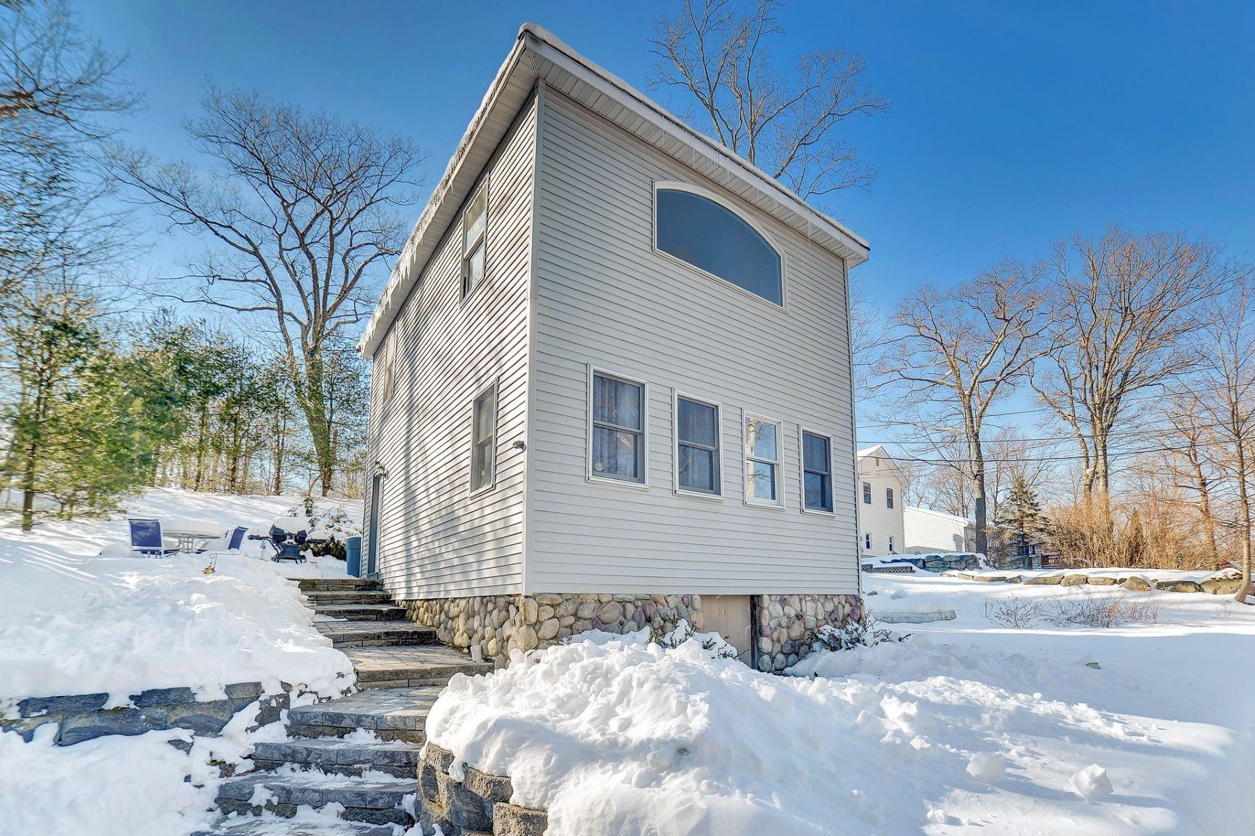 独户住宅 为 销售 在 Seasonal Lake Views! 21 Tansboro Road, 西米尔福德, 新泽西州 07421 美国