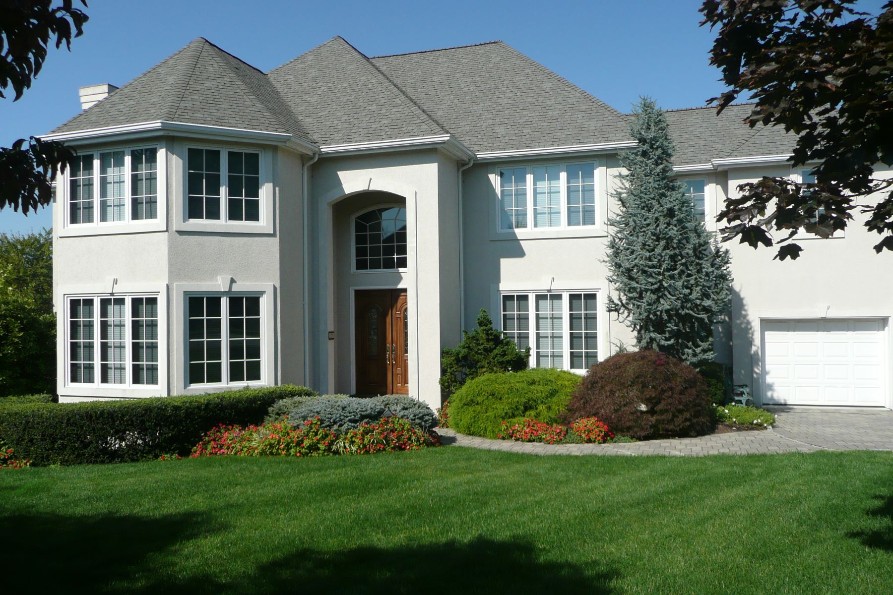Частный односемейный дом для того Продажа на Modern & Classic 10 Blackledge Ct Closter, Нью-Джерси 07626 Соединенные Штаты