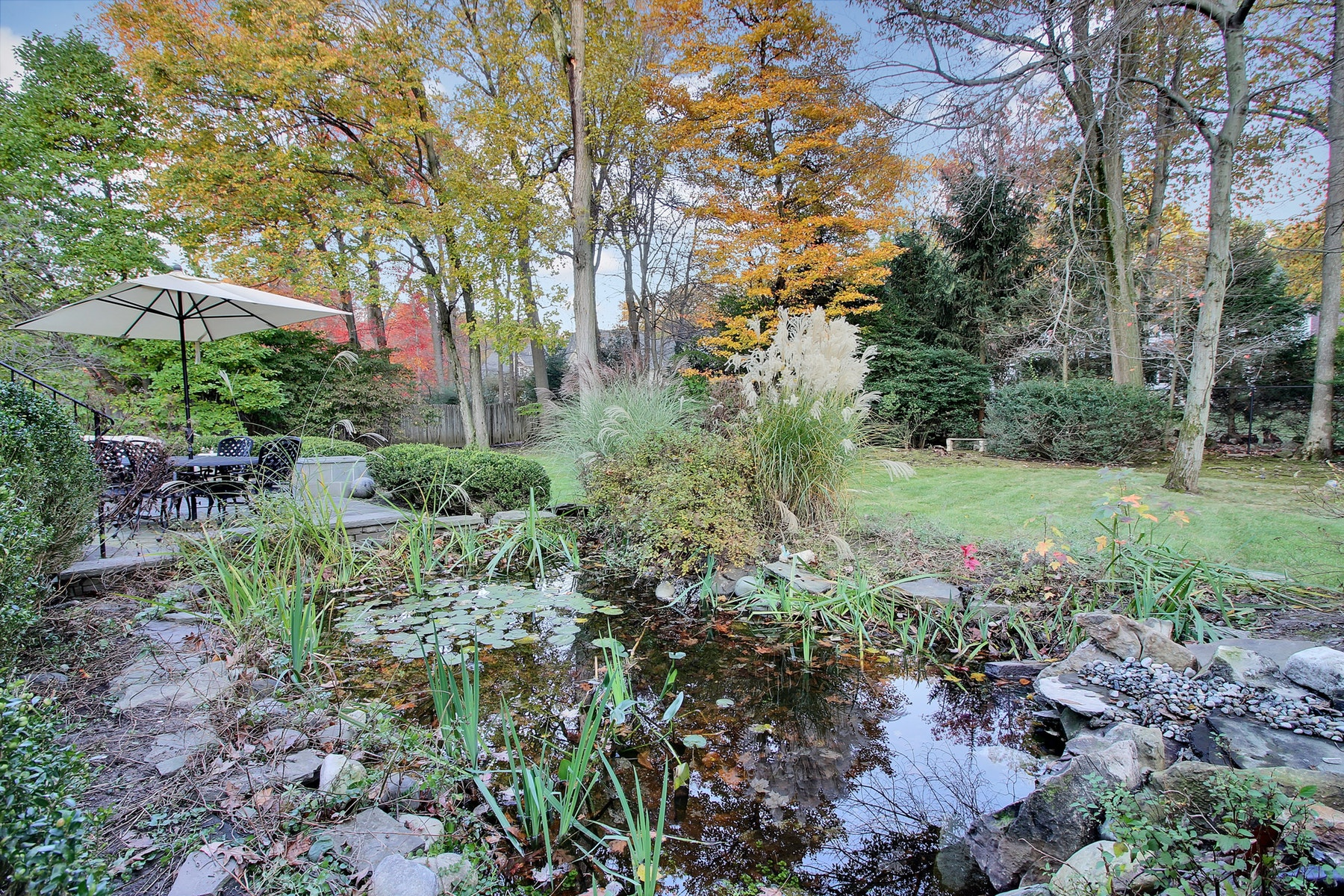 Additional photo for property listing at Custom Split Level 115 Devon Road, Essex Fells, New Jersey 07021 États-Unis