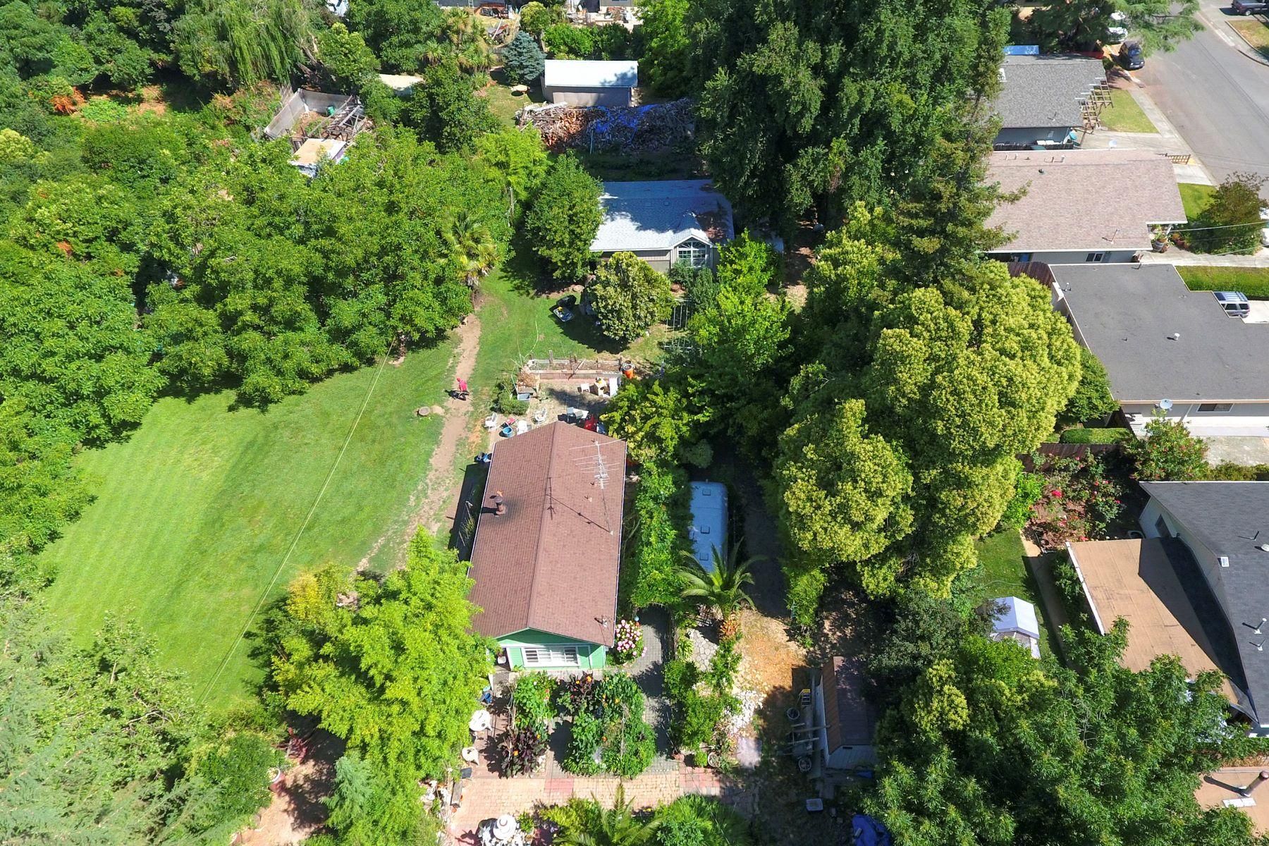 Casa Unifamiliar por un Venta en Inspiring Potential on over an Acre 2150 West Pueblo Avenue Napa, California, 94558 Estados Unidos