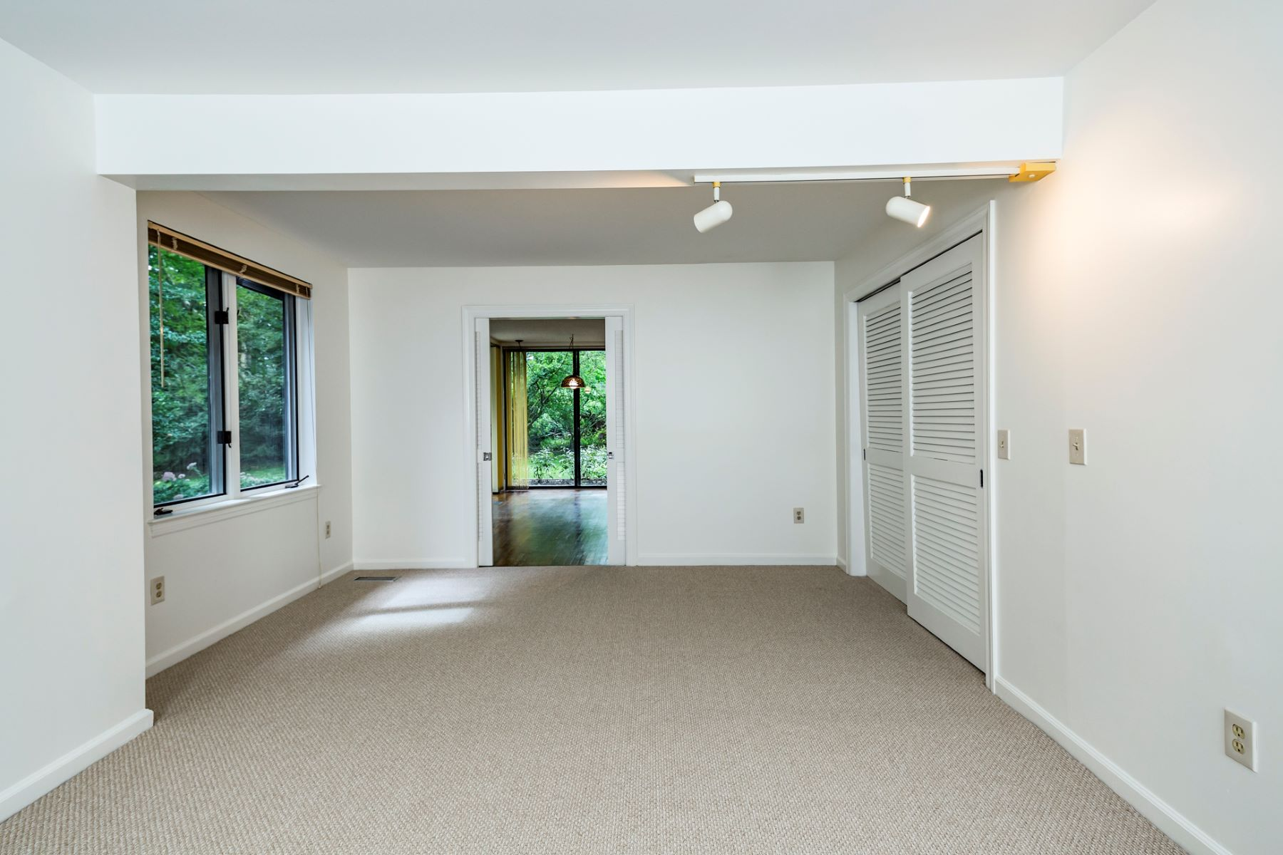 Additional photo for property listing at Lovely Constitution Hill Home with Renovation Plan 28 Constitution Hill West, Princeton, New Jersey 08540 United States