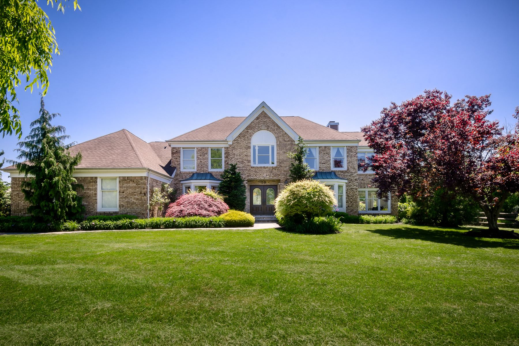 Property für Verkauf beim Perfect Place to Unwind in Windsor Park Estates 28 Sapphire Drive, West Windsor, New Jersey 08550 Vereinigte Staaten