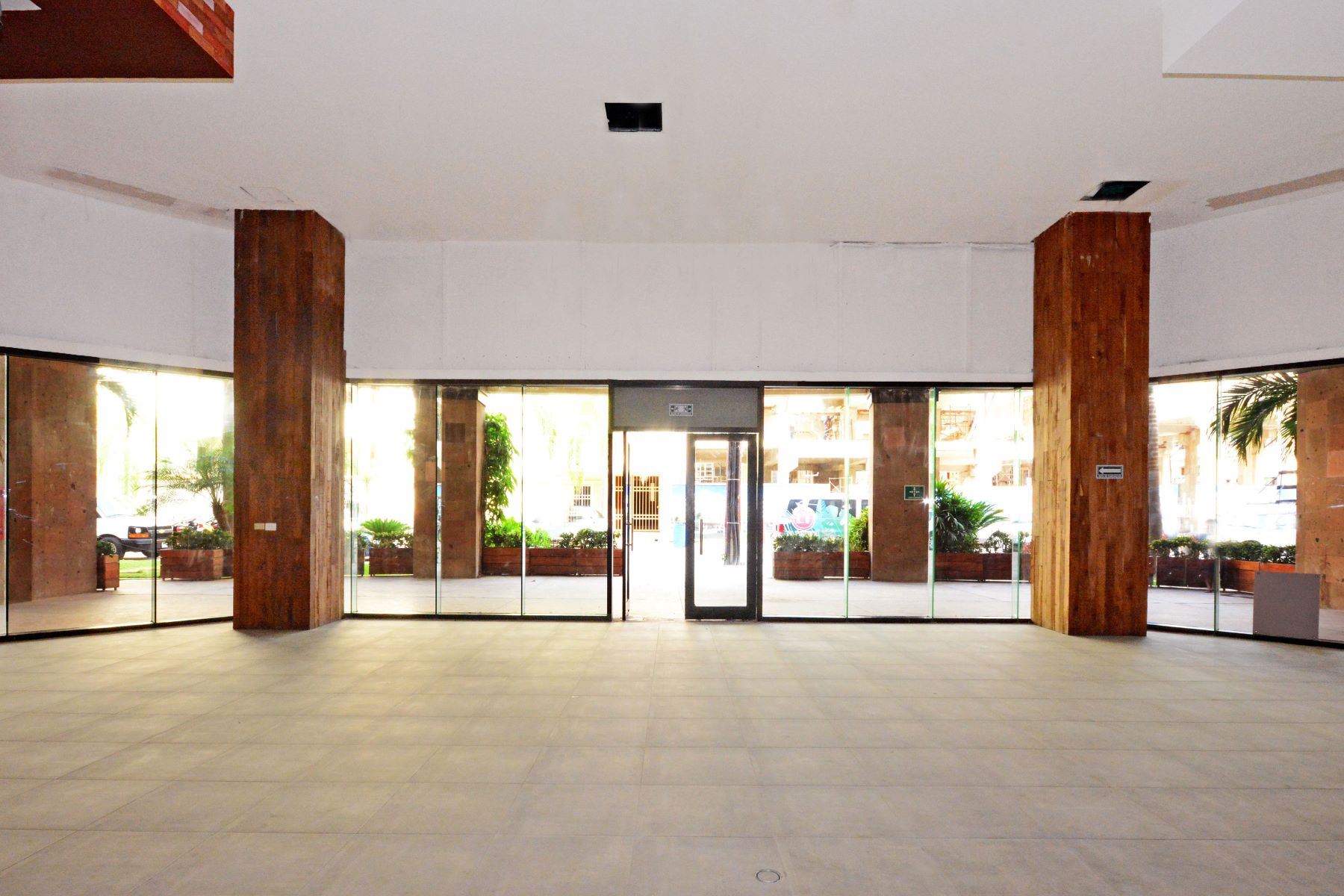 Additional photo for property listing at LOCAL 22 ALDEA THAI Aldea Thai #22 Avenida Cozumel entre las Calles 26 y 28 Norte Playa Del Carmen, Quintana Roo 77710 México