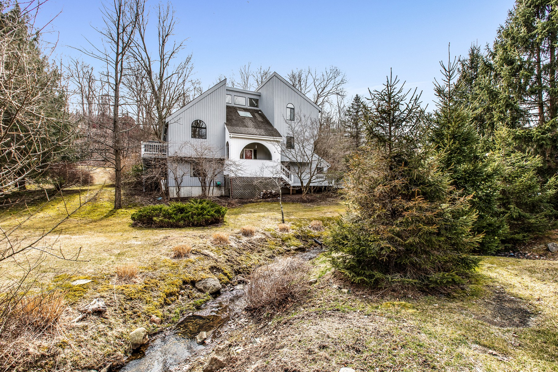 Single Family Homes for Active at Warm and Inviting 9 Dickerson Road Cortlandt Manor, New York 10567 United States