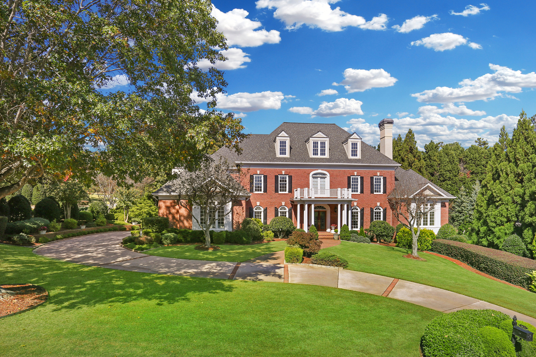 Single Family Homes per Vendita alle ore Exceptional Country Club Of The South Estate Home 1021 Cherbury Lane, Johns Creek, Georgia 30022 Stati Uniti