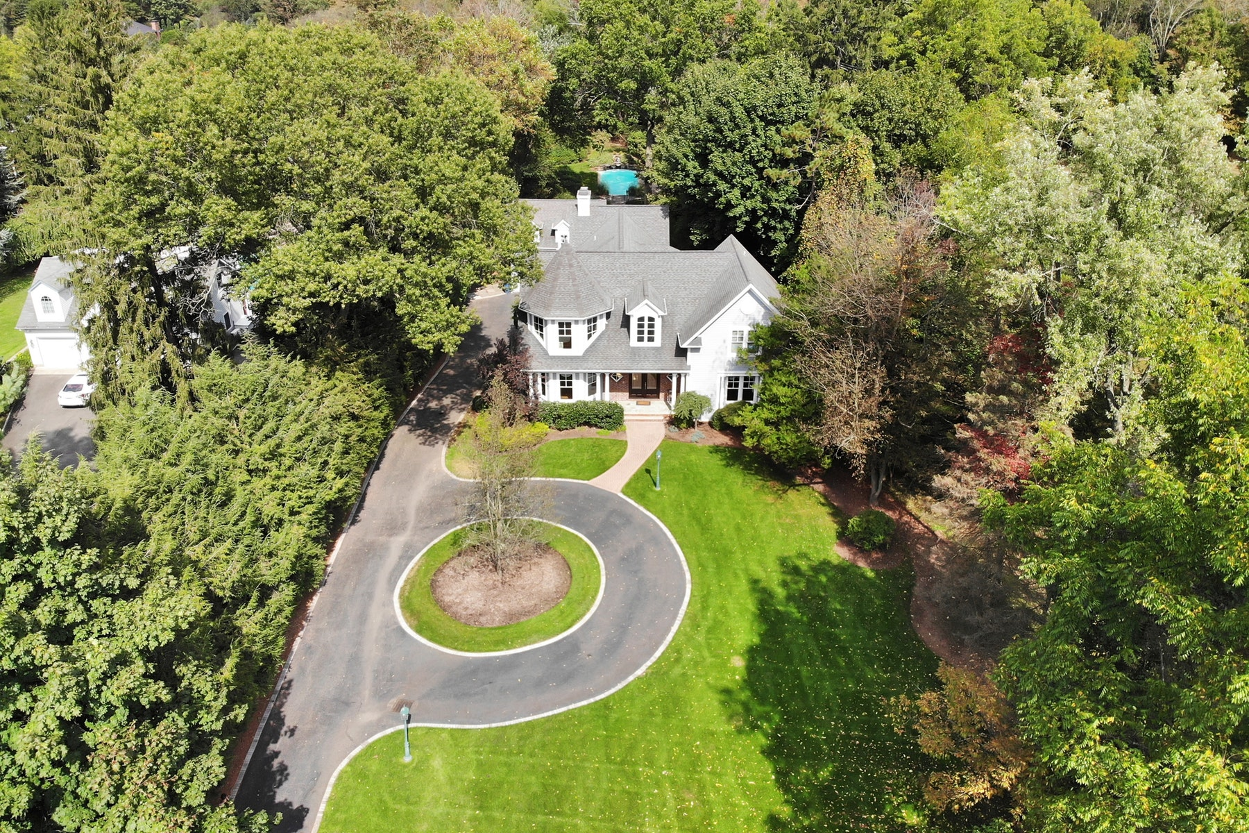 Single Family Homes for Sale at Farmhouse Style Colonial 15 Lower Cross Road Saddle River, New Jersey 07458 United States