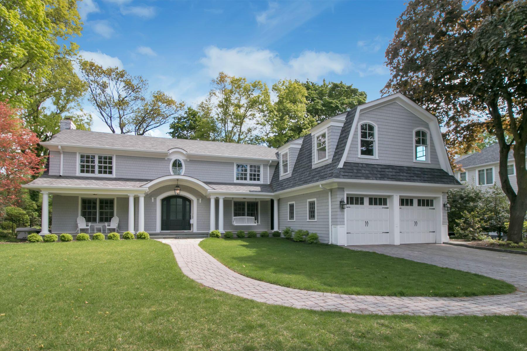 Maison unifamiliale pour l Vente à Spectacular Demarest Colonial! 92 Everett Road Demarest, New Jersey, 07627 États-Unis
