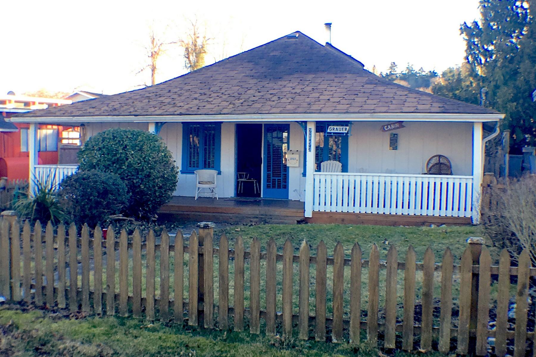Nhà ở một gia đình vì Bán tại Historic Maple Beach Charmer 2153 Cedar Street Point Roberts, Washington, 98281 Hoa Kỳ