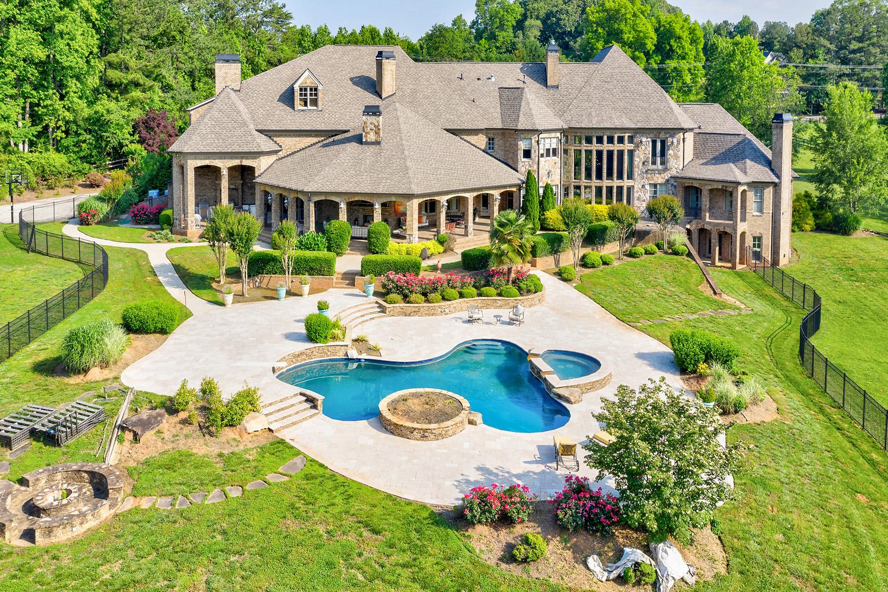 Single Family Homes per Vendita alle ore A Dreamy European-Style Estate Waits For Your Arrival 4186 N Arnold Mill Road Woodstock, Georgia 30188 Stati Uniti