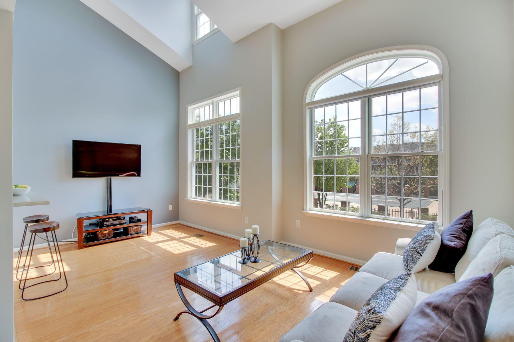 Maison accolée pour l Vente à Exceptional Design 151 Lydia Drive Guttenberg, New Jersey, 07093 États-Unis
