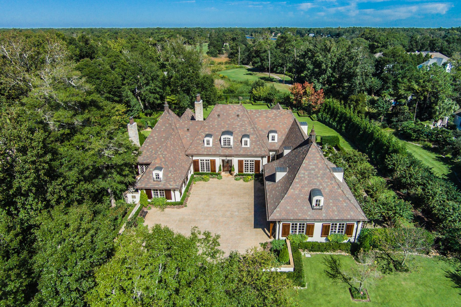 Single Family Homes for Sale at Refined Living with Classic Elegance 2305 Ocean Point Drive Wilmington, North Carolina 28405 United States