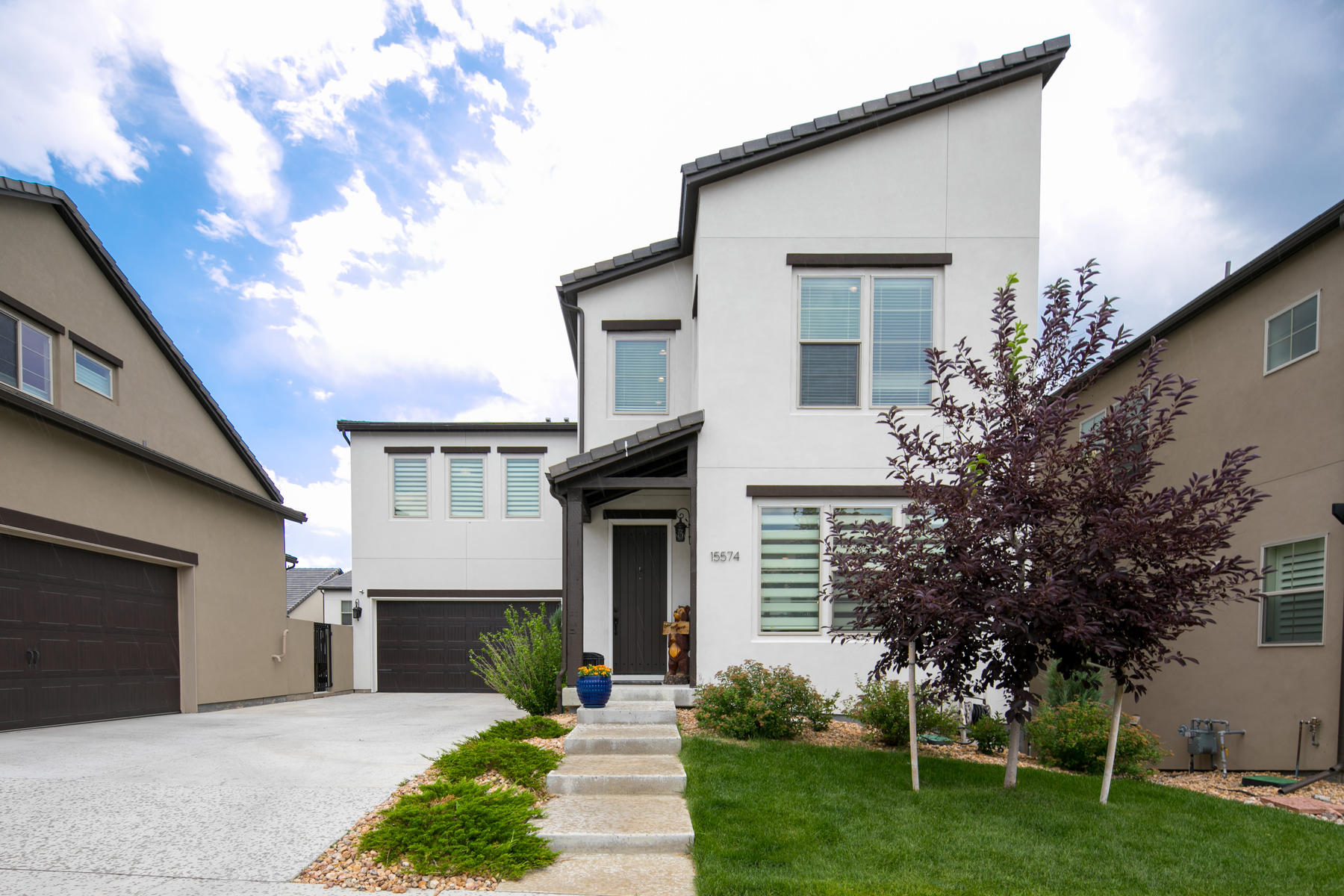 Single Family Homes por un Venta en JOB TRANSFER FORCES SALE! NEARLY NEW HOME WITH RECENTLY FINISHED BASEMENT. 15574 W Baker Ave, Lakewood, Colorado 80228 Estados Unidos