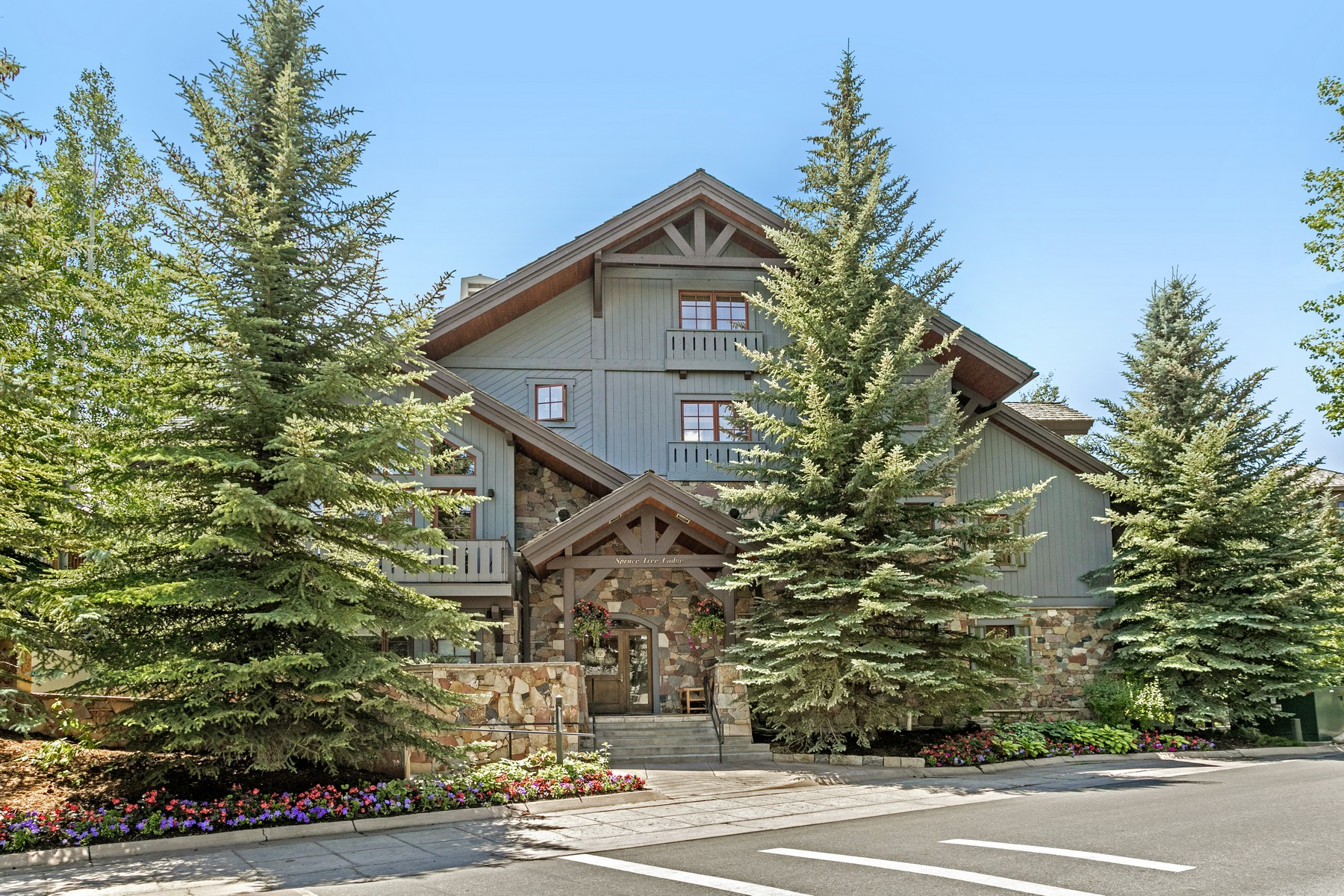 Condominium for Active at Spruce Tree Lodge #207 627 Sawatch Drive #207 Edwards, Colorado 81632 United States