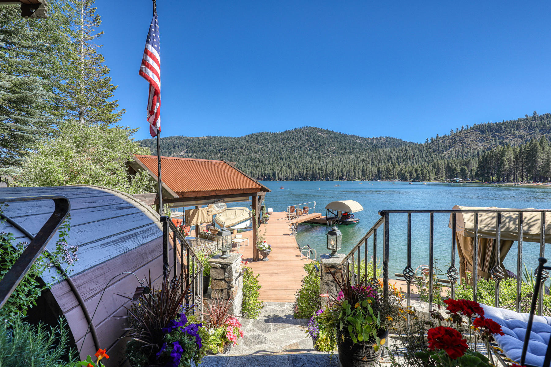 Additional photo for property listing at Donner Lake Eagle House 15849 Lakeside Landing Road Truckee, California 96161 United States