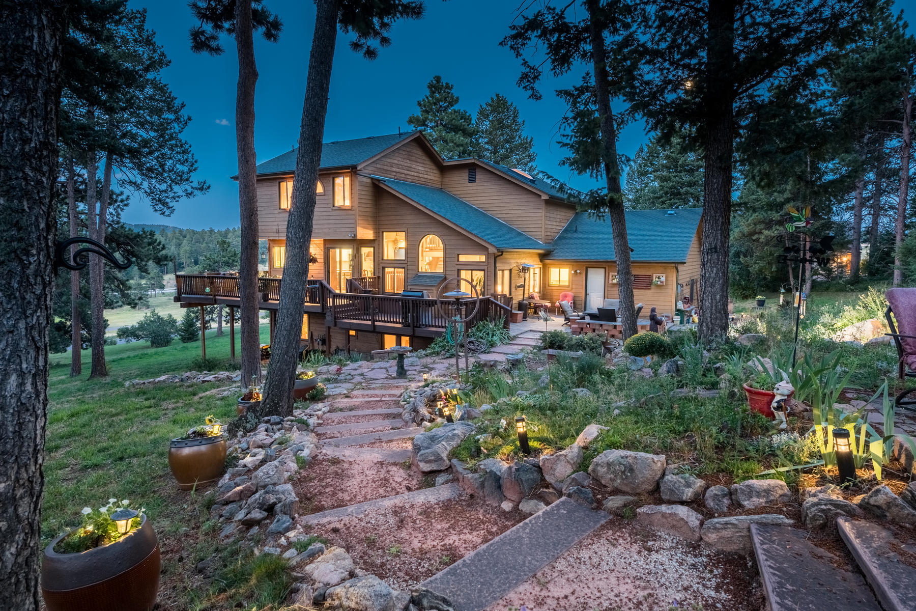 Additional photo for property listing at Stunning Mountain Home 30 Minutes From Denver 8171 S Homesteader Dr Morrison, Colorado 80465 United States