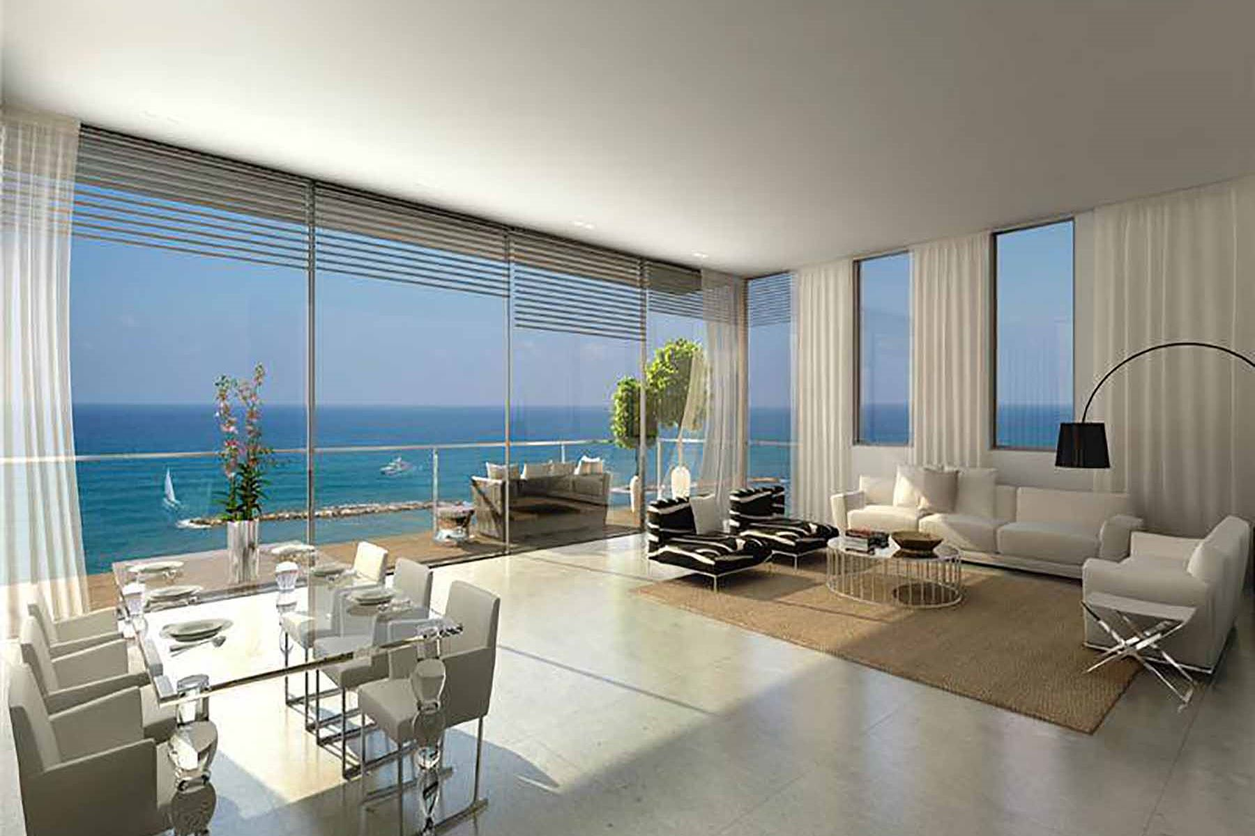 Additional photo for property listing at Beachfront Penthouse Duplex  Tel Aviv, Israel 61031 Israël