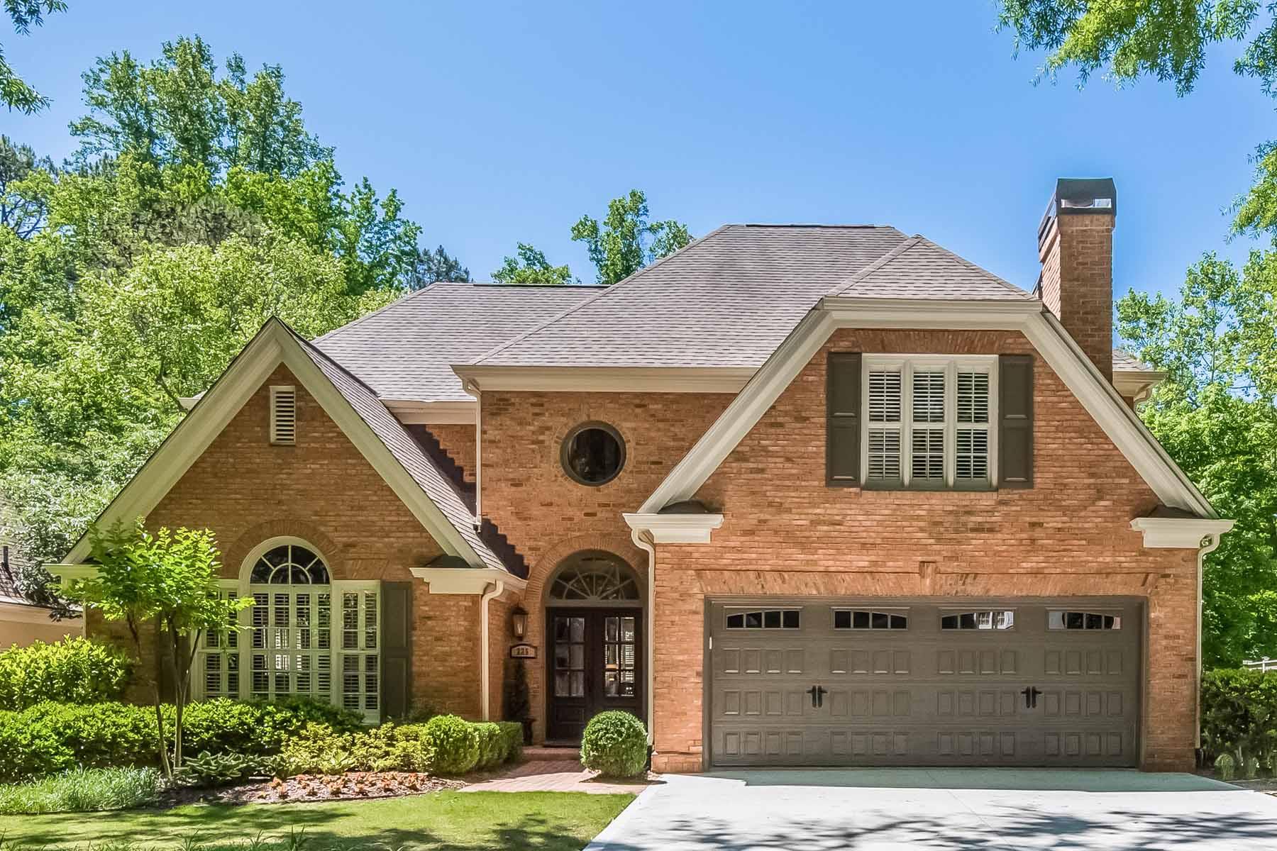 단독 가정 주택 용 매매 에 Private Luxurious Retreat just Minutes to Buckhead, Brookhaven and Sandy Springs 225 Woodchase Close NE Atlanta, 조지아, 30319 미국
