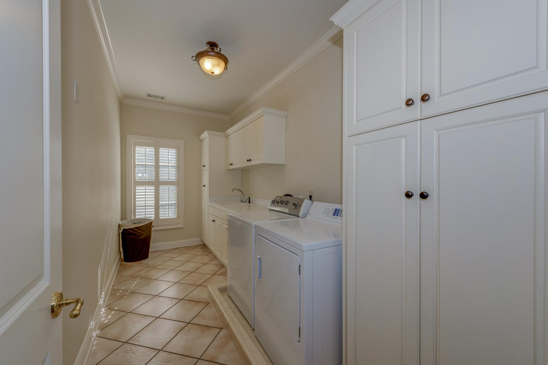 Additional photo for property listing at A Sophisticated Brookhaven Masterpiece 4370 E Brookhaven Drive NE Atlanta, Georgia 30319 United States