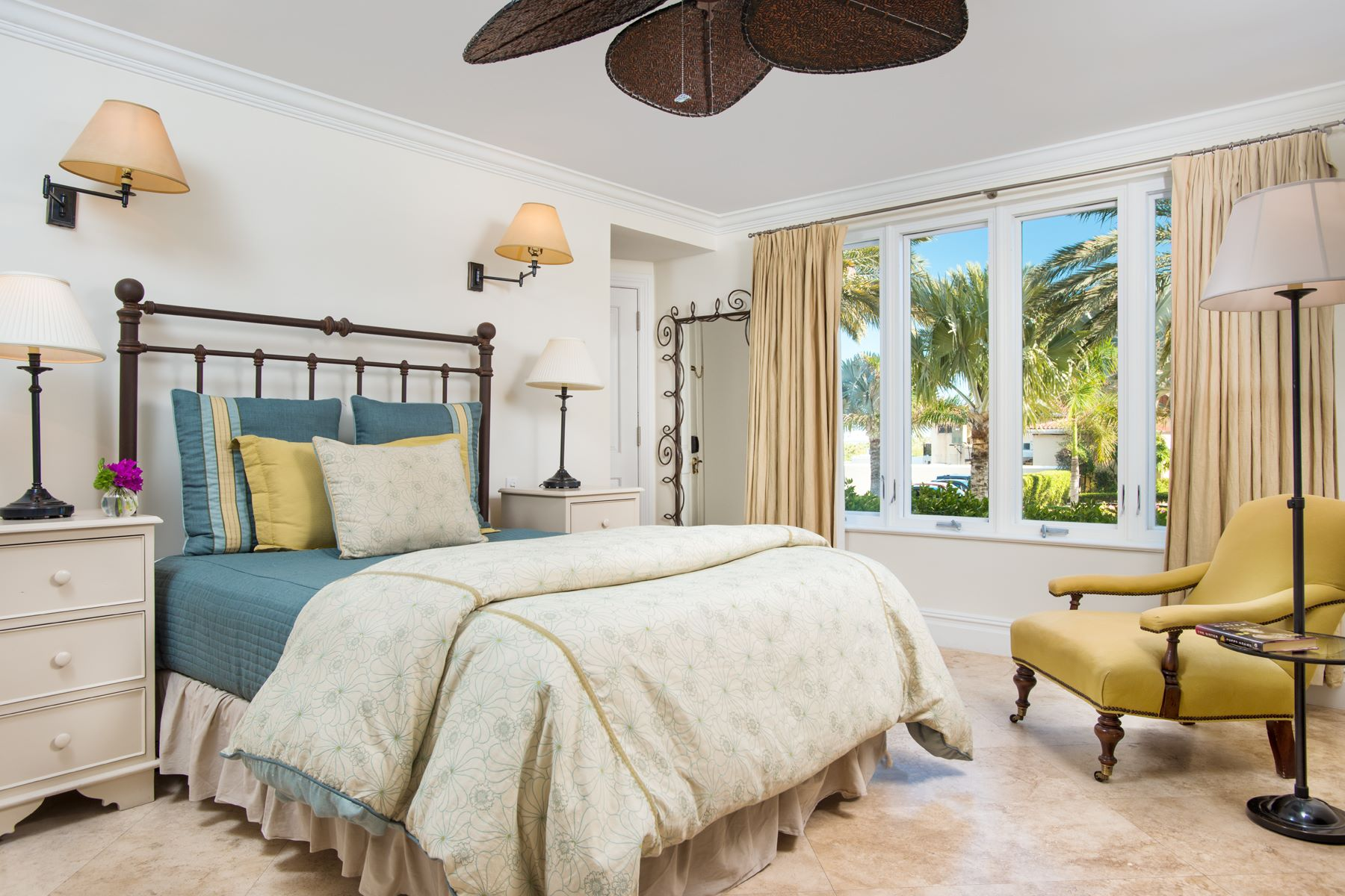 Additional photo for property listing at The Somerset - Suite E102 Beachfront Grace Bay, Провиденсьялес TCI BWI Теркс И Кайкос