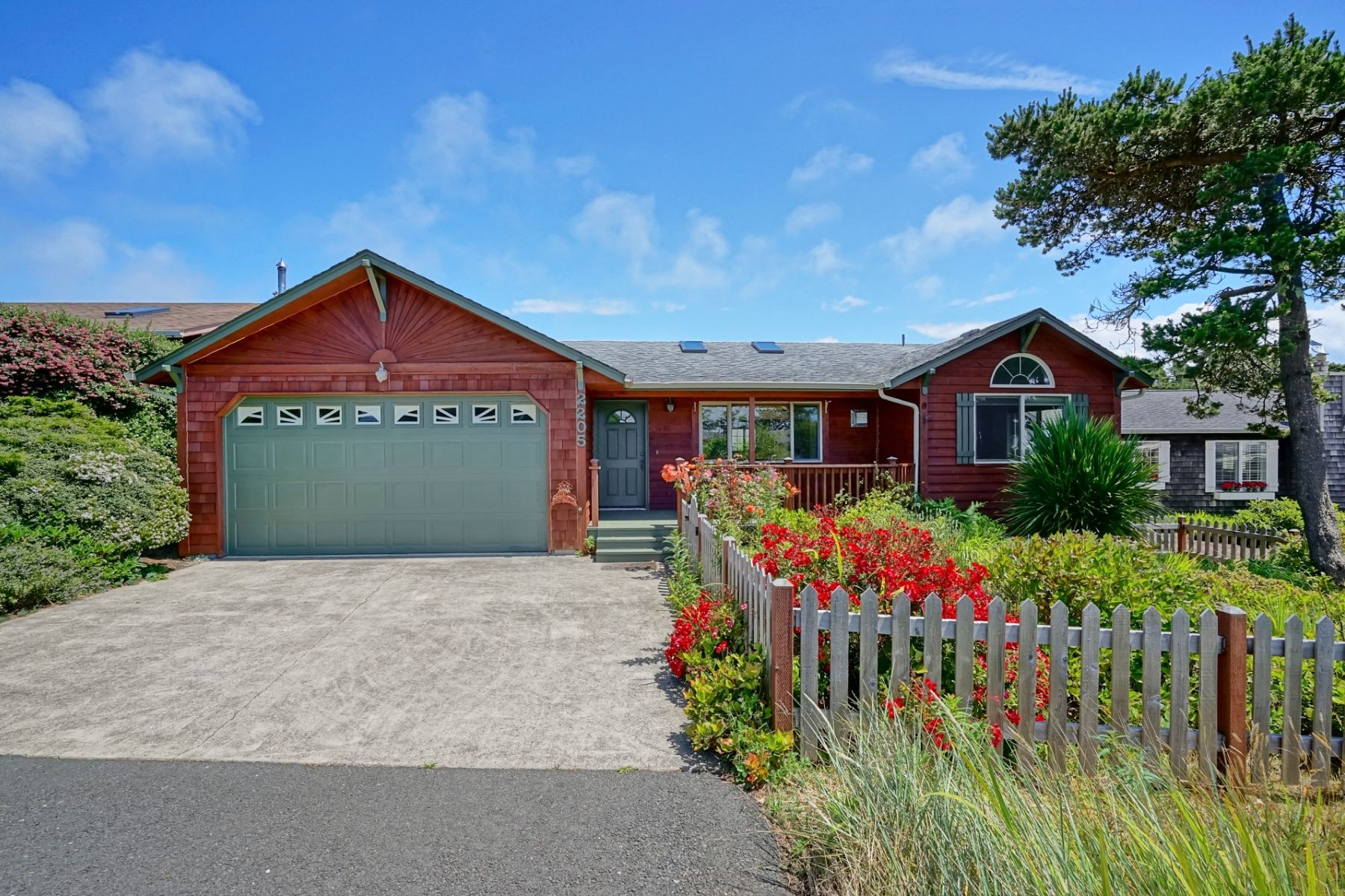 Single Family Homes for Active at Beach Cottage 2205 NW Bayshore Loop Waldport, Oregon 97394 United States
