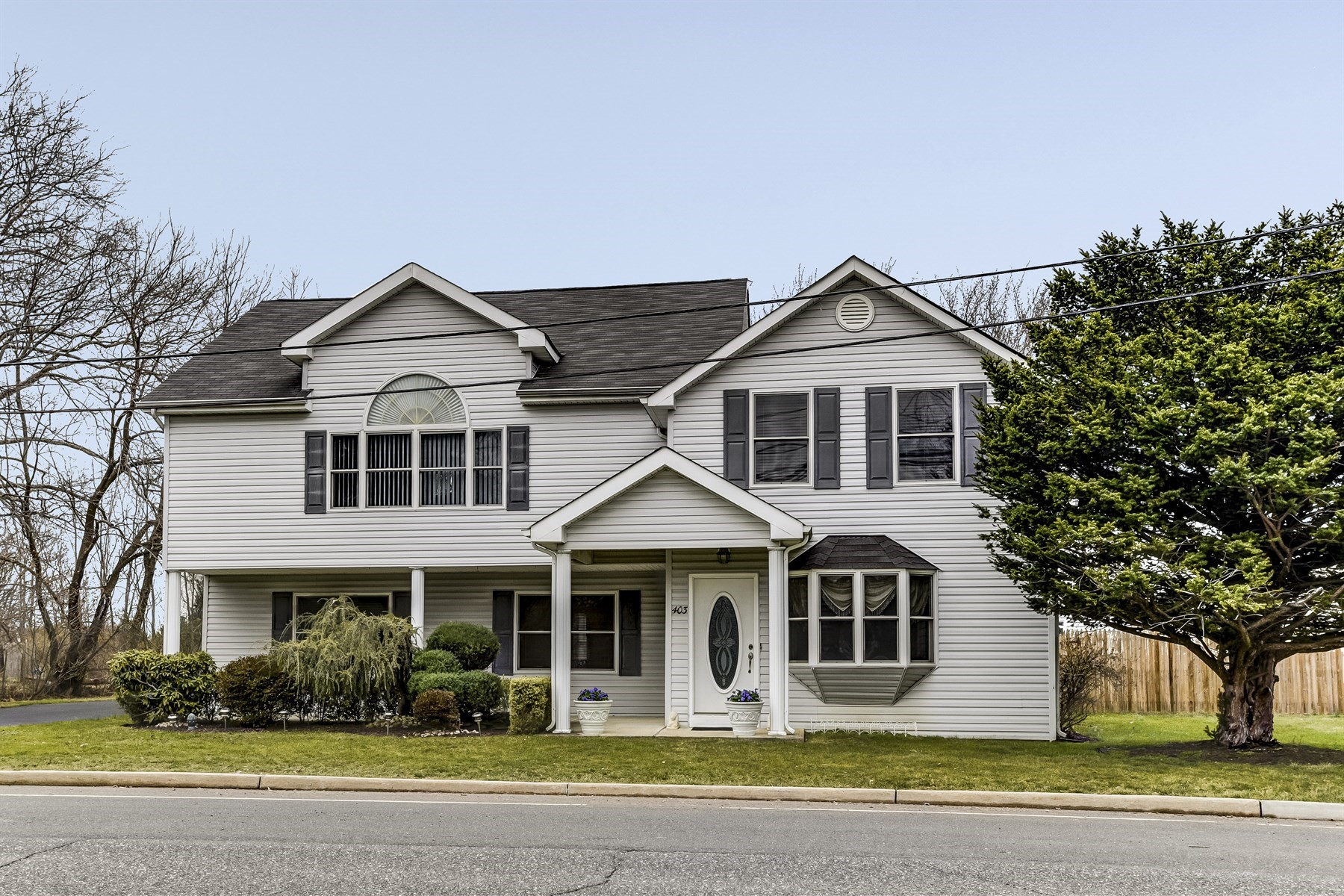 Частный односемейный дом для того Продажа на Where your home reflects your style 403 E. Freehold Road Freehold, Нью-Джерси 07728 Соединенные Штаты