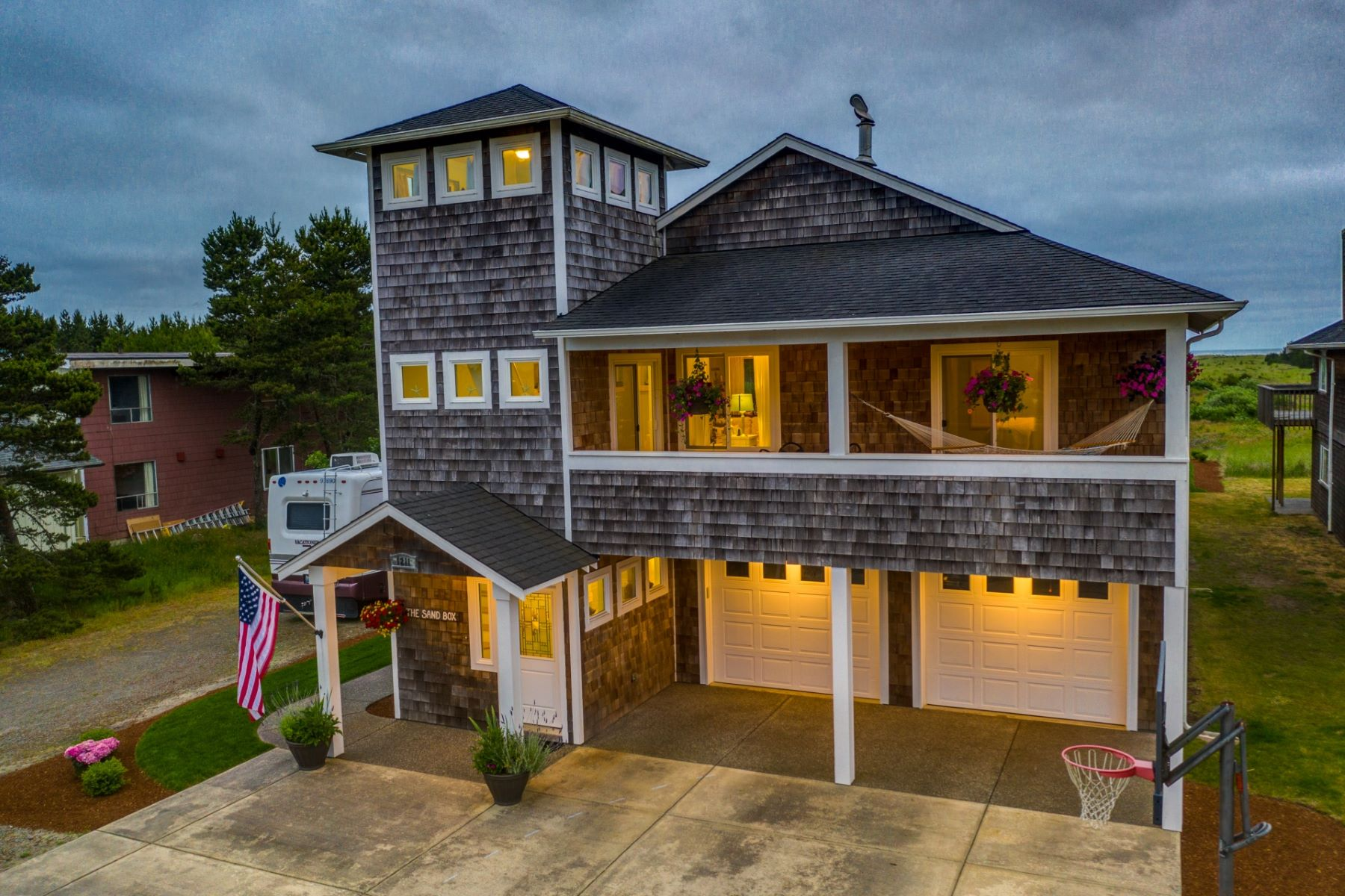 Single Family Homes for Sale at Luxury Beach Home with Ocean Views! 1211 Ocean Beach Blvd Long Beach, Washington 98631 United States