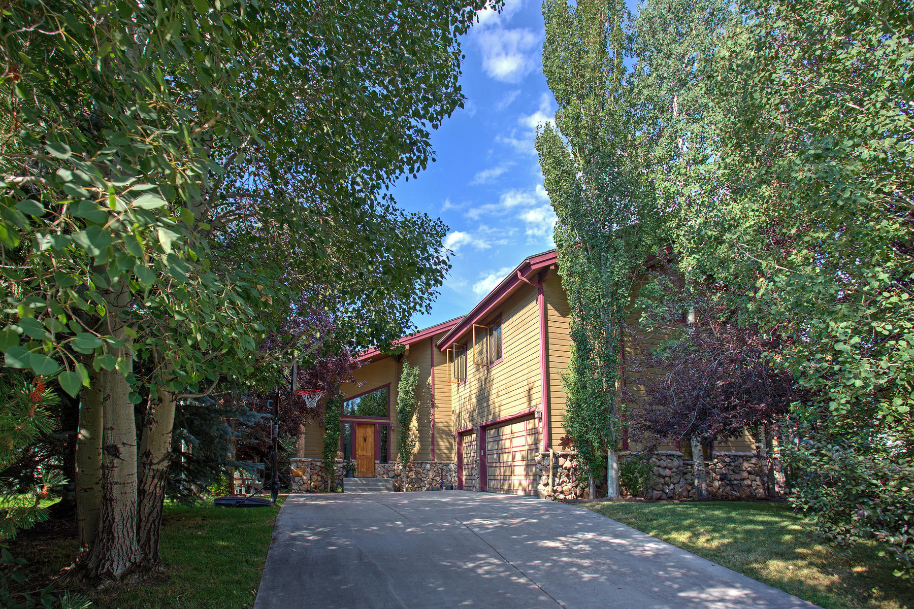 Single Family Home for Sale at Perfect Location 941 Cutter Ln Park City, Utah 84098 United States