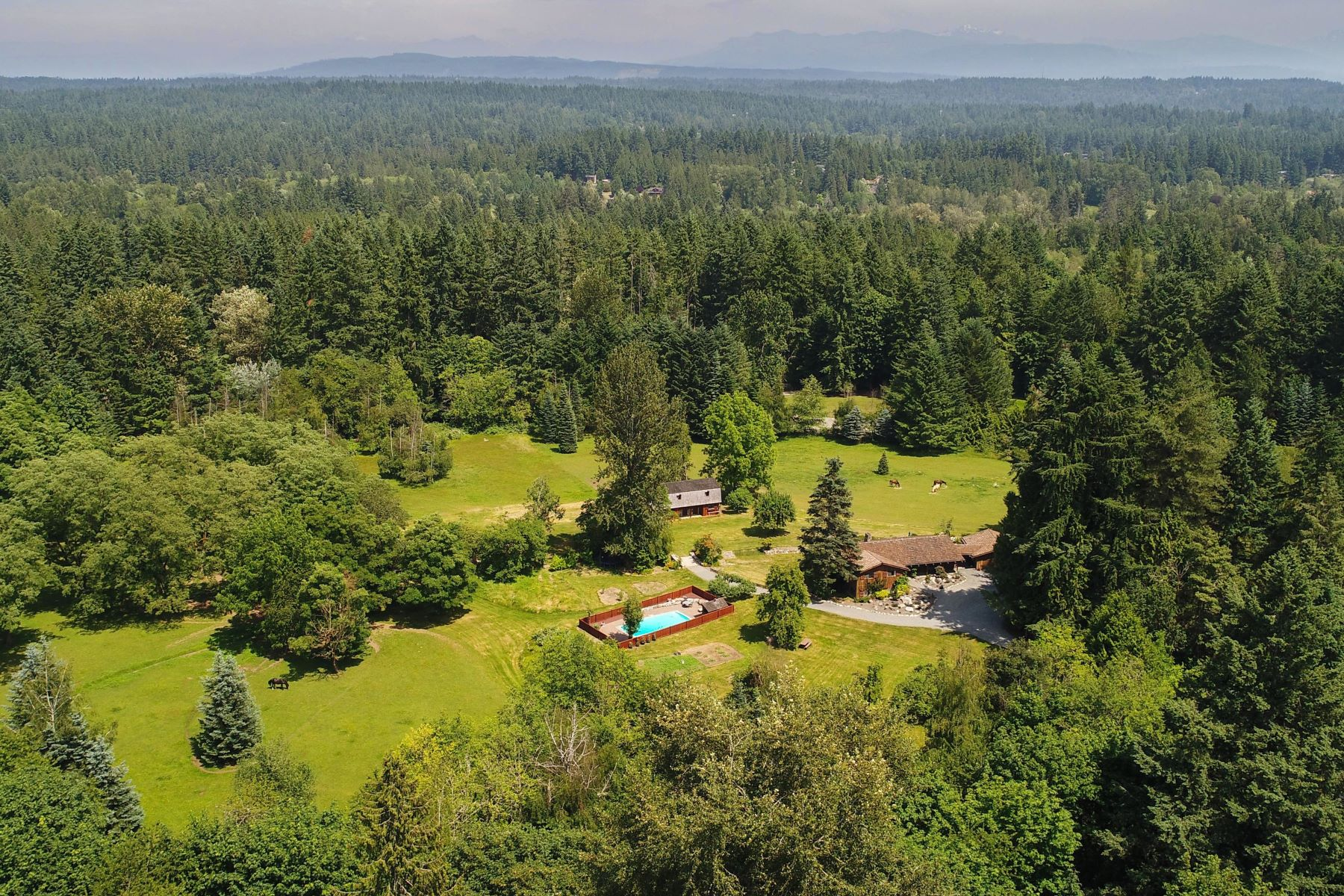 Maison unifamiliale pour l Vente à 14.7 Acres of Peaceful, Country Life Living in the Heart of Woodinville 17002 NE 172nd Place Woodinville, Washington, 98072 États-Unis