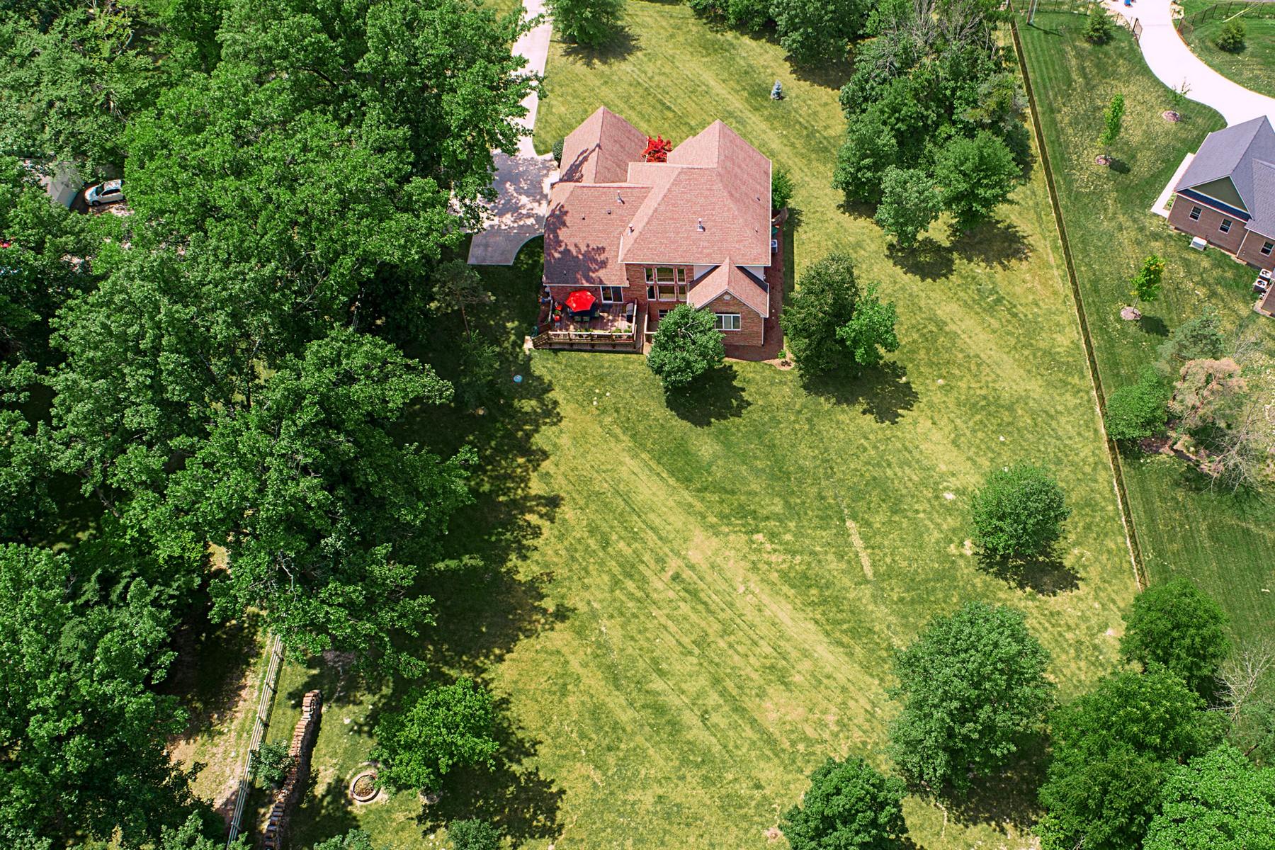 Additional photo for property listing at Classic brick home near Geist Reservoir 8545 Mud Creek Road, 印第安纳波利斯, 印第安纳州 46256 美国