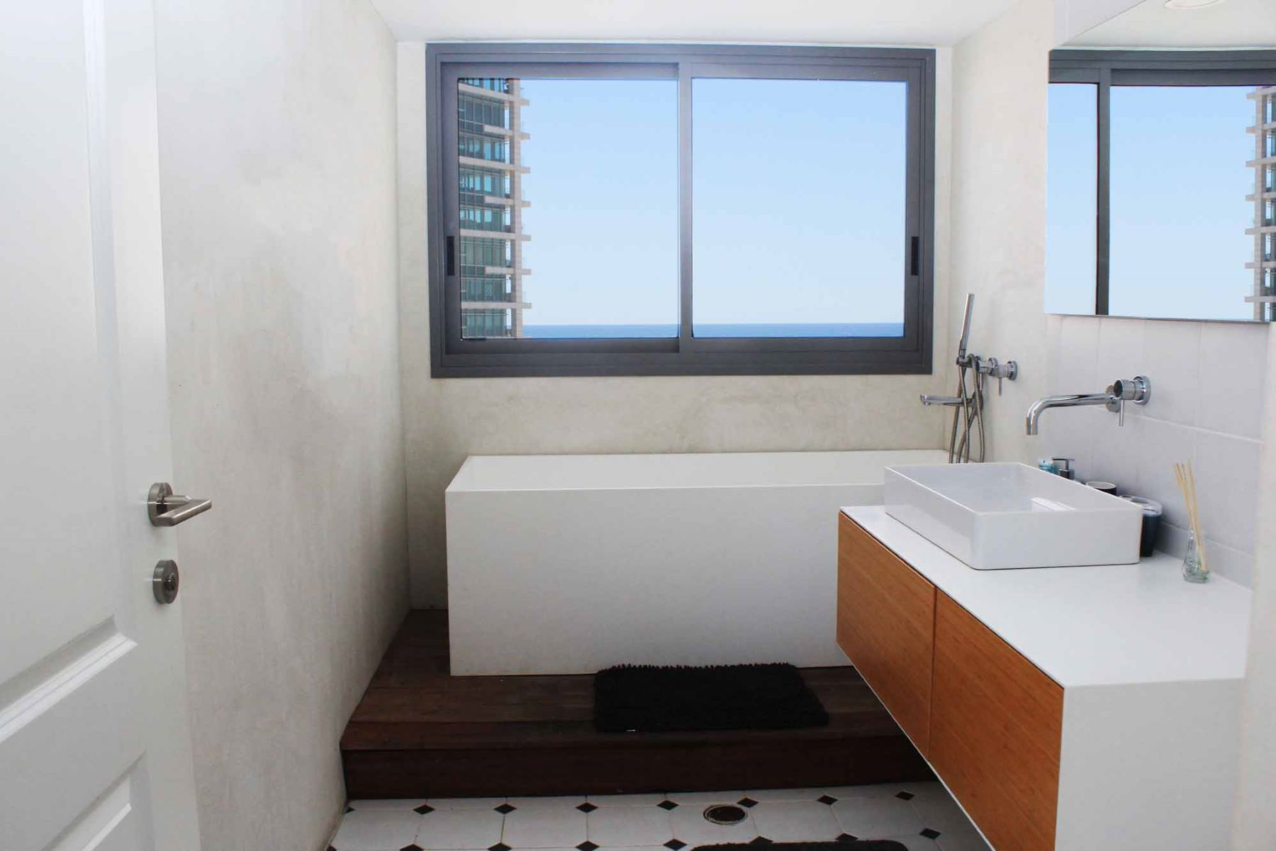 Additional photo for property listing at Serene Duplex Penthouse With Panoramic Sea Views 特拉维夫, 以色列 以色列