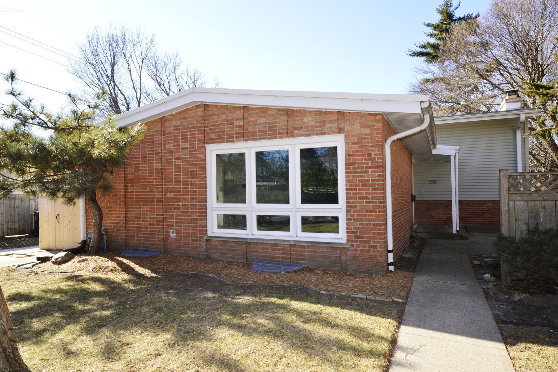 Single Family Home for Sale at Jumbo split level in South West Evanston 210 Dewey Avenue, Evanston, Illinois, 60202 United States